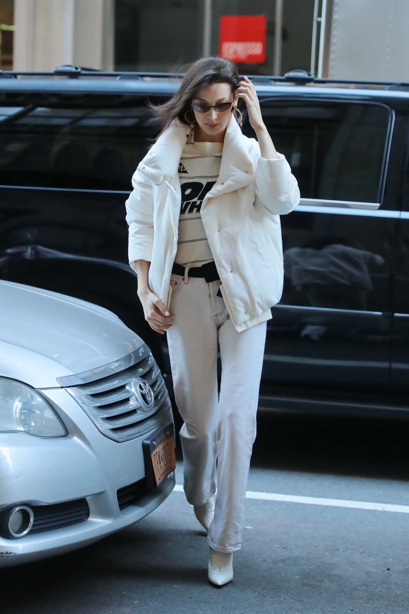 Bella Hadid in a White Jacket Was Seen Out in New York City 02/09/2019
