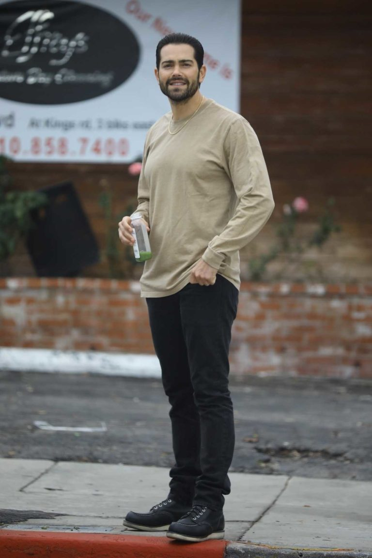 Jesse Metcalfe in a Beige Long Sleeves T-Shirt
