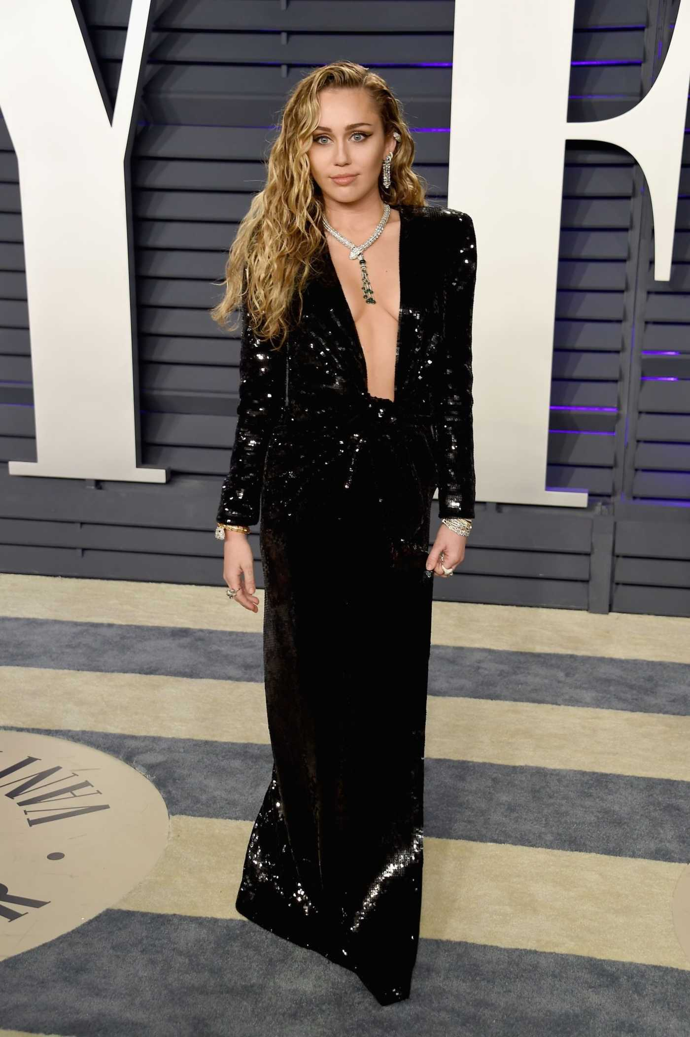Miley Cyrus Attends 2019 Vanity Fair Oscar Party in Beverly Hills 02/24/2019