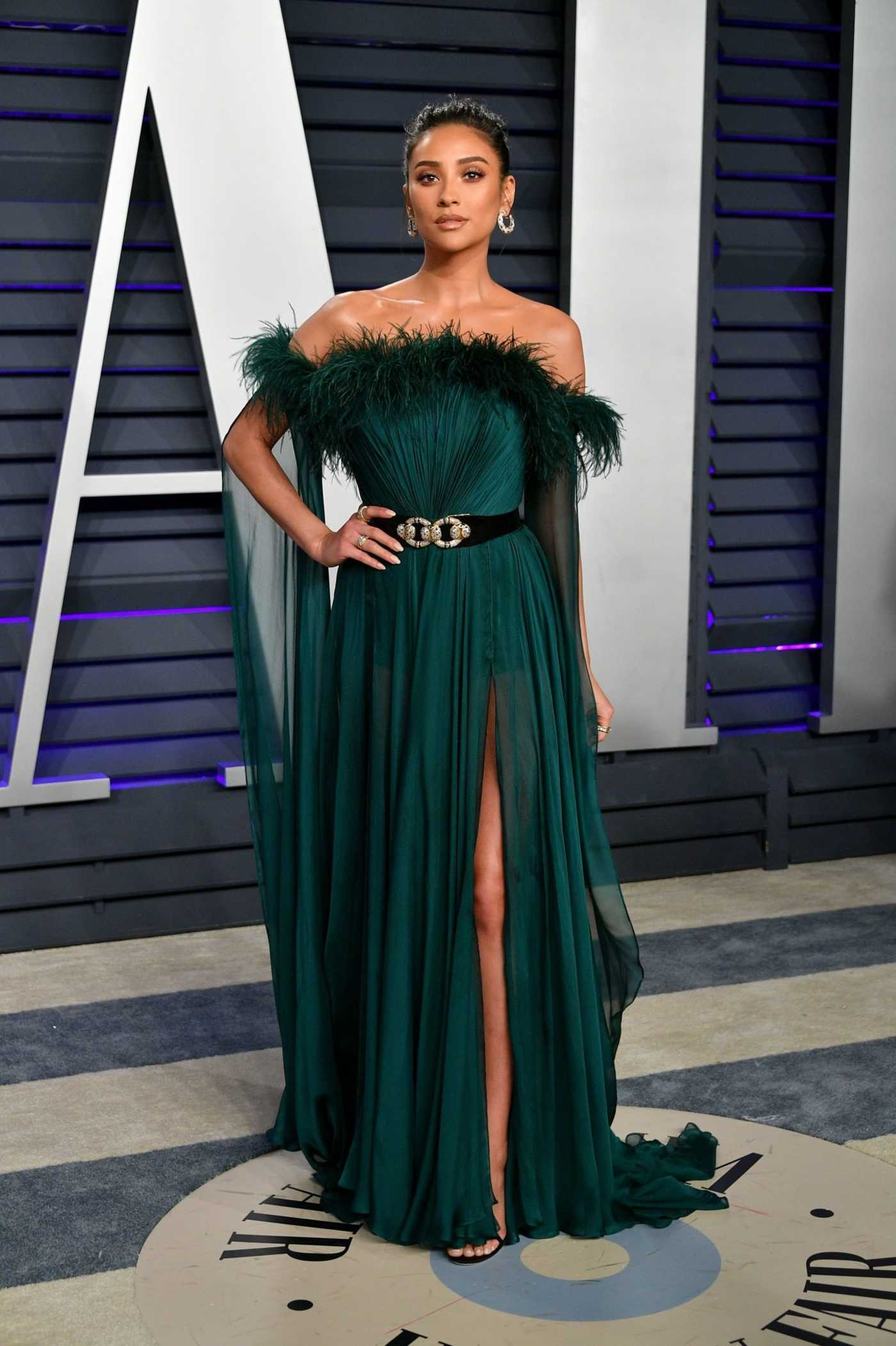 Shay Mitchell Attends 2019 Vanity Fair Oscar Party in Beverly Hills 02/24/2019