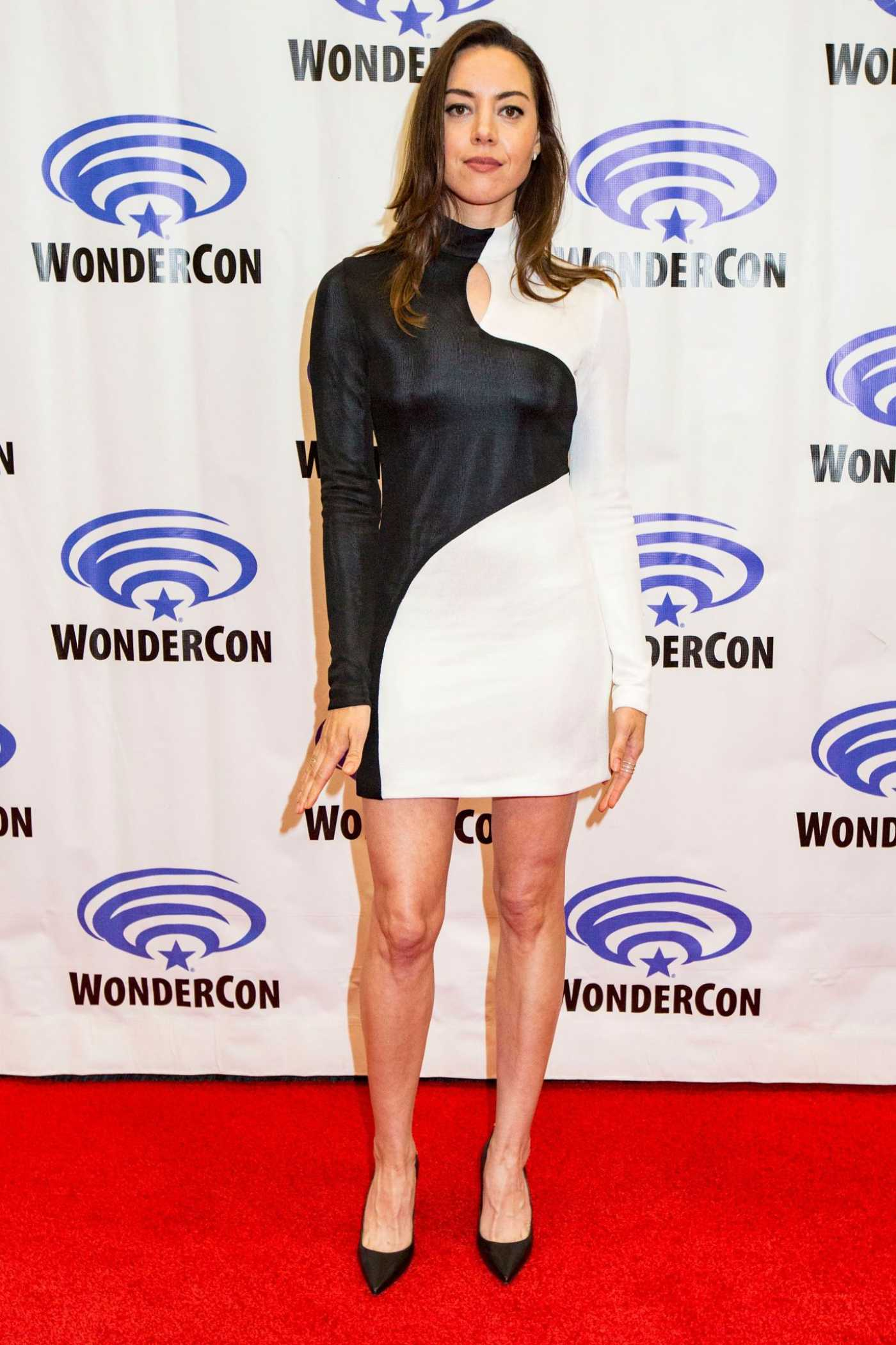 Aubrey Plaza Attends the Legion Photo Call During 2019 WonderCon in Anaheim 03/29/2019