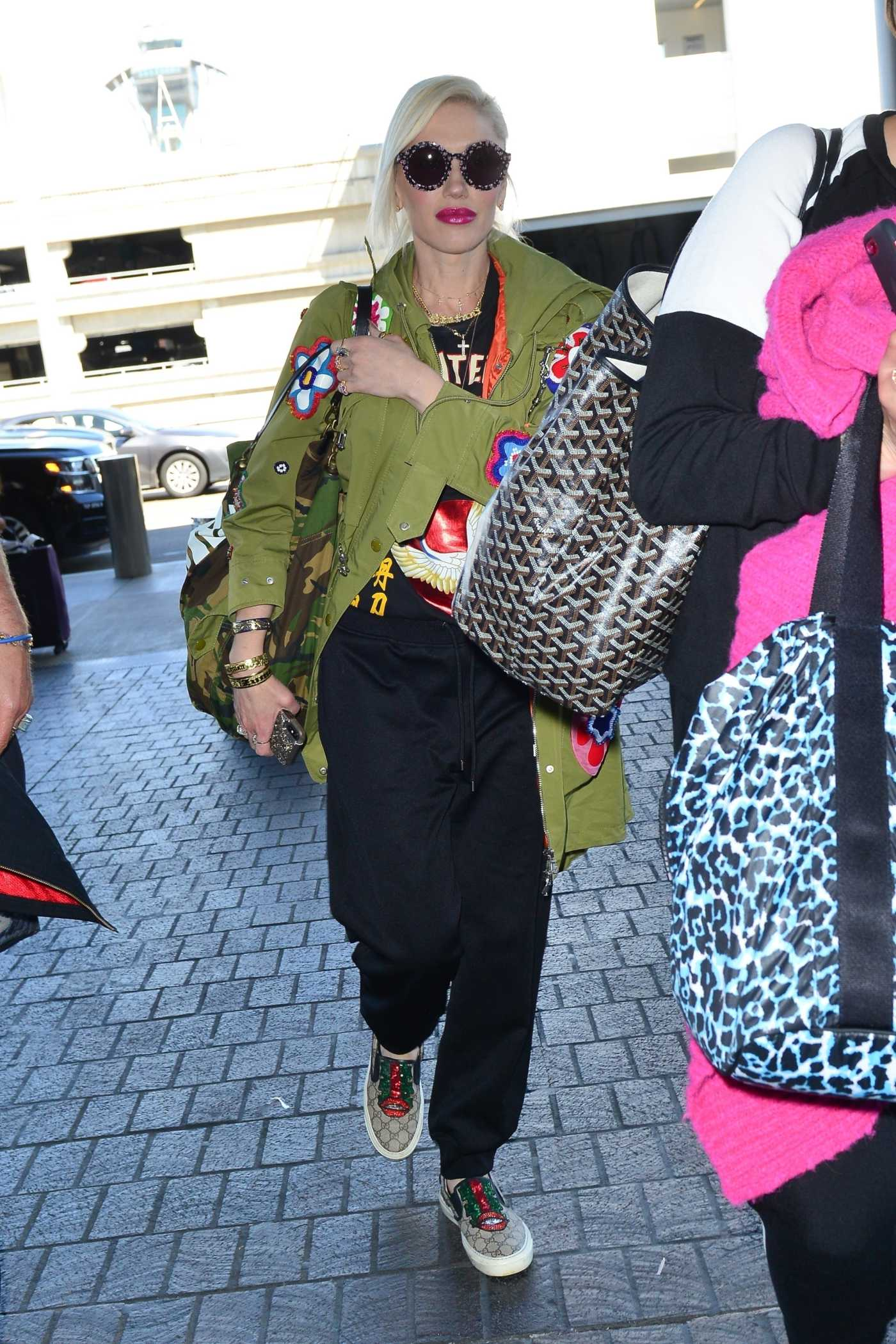 Gwen Stefani in a Black Track Pants Arrives at LAX Airport in Los Angeles 03/28/2019