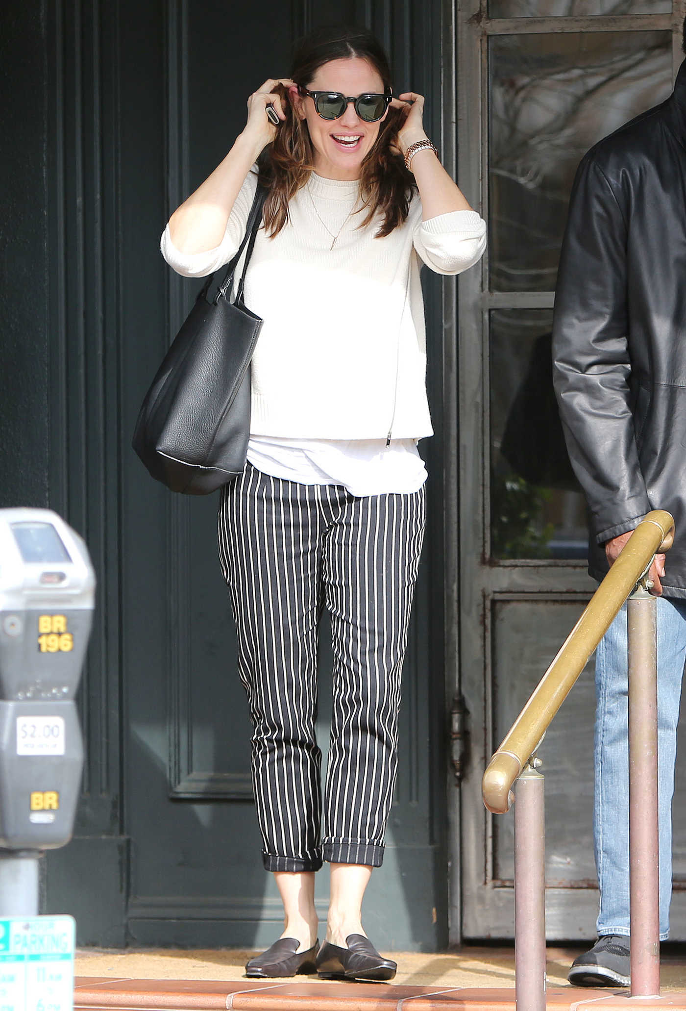 Jennifer Garner in a Striped Pants Was Seen Out in Brentwood 03/05/2019