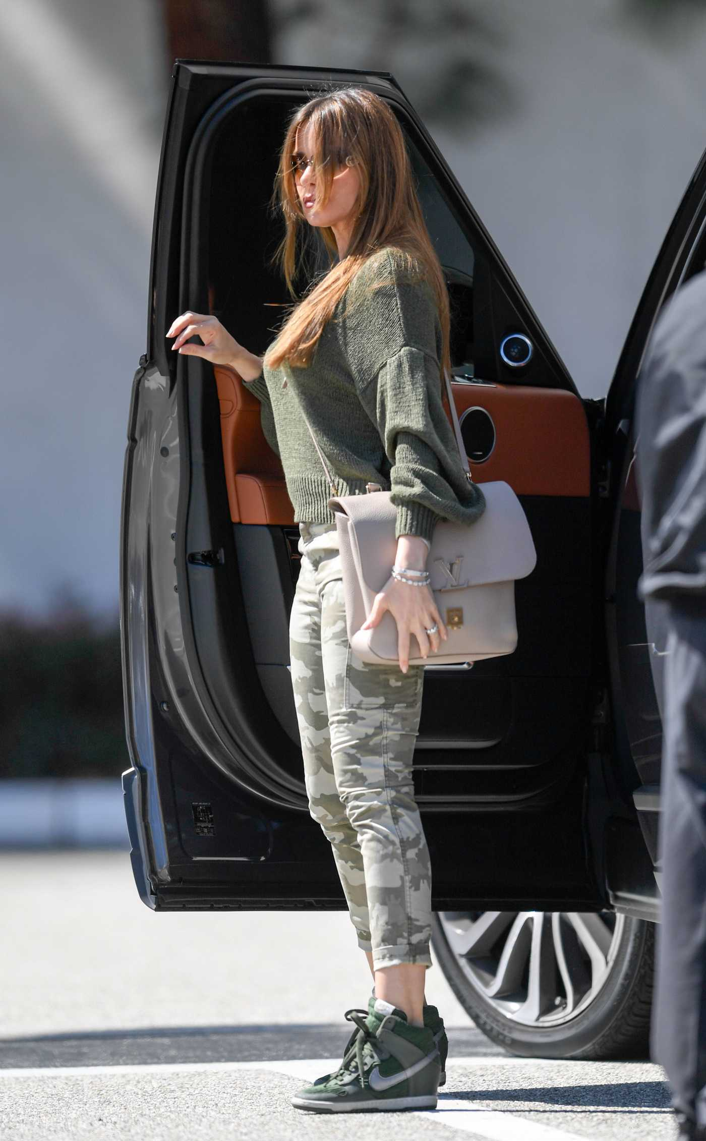 Sofia Vergara in a Gren Nike Sneakers Goes Shopping at Saks Fifth Avenue in Los Angeles 03/10/2019