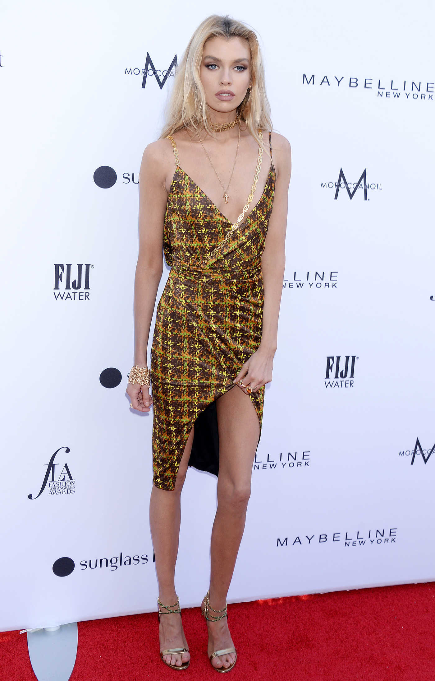 Stella Maxwell Attends The Daily Front Row Fashion Awards at The Beverly Hills Hotel in Los Angeles 03/17/2019