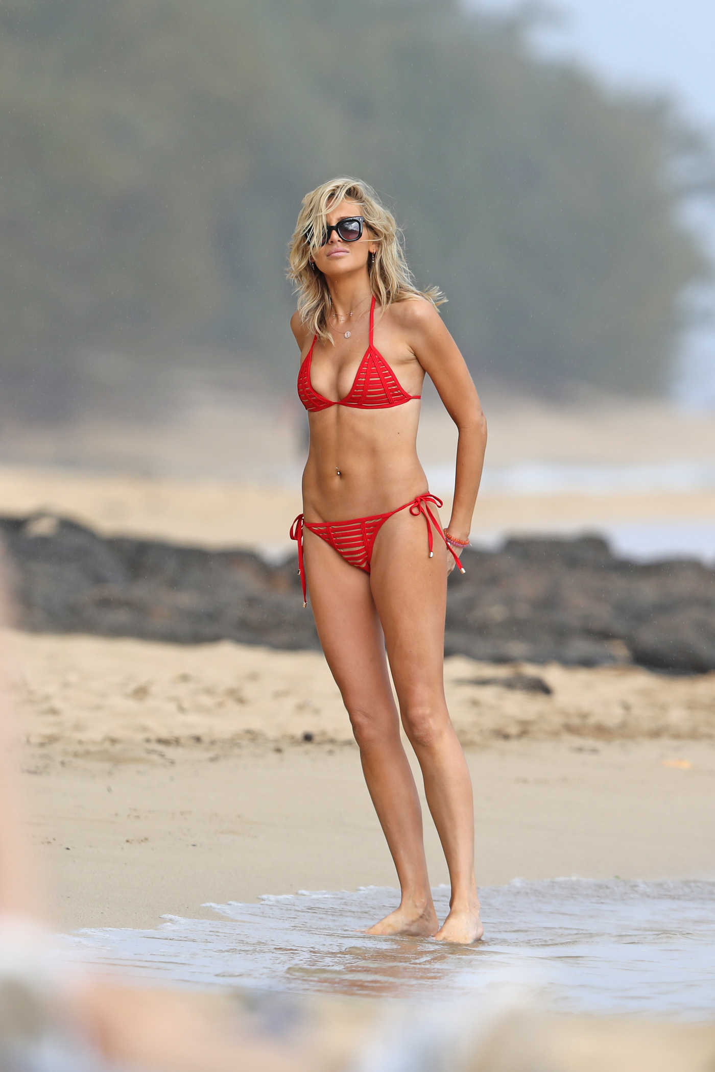 Stephanie Pratt in a Red Bikini on the Beach in Hawaii 03/09/2019
