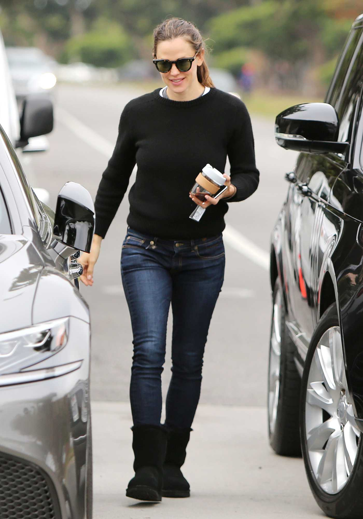 Jennifer Garner in a Black Sweater Grabs an Early Morning Coffee in Santa Monica 04/15/2019