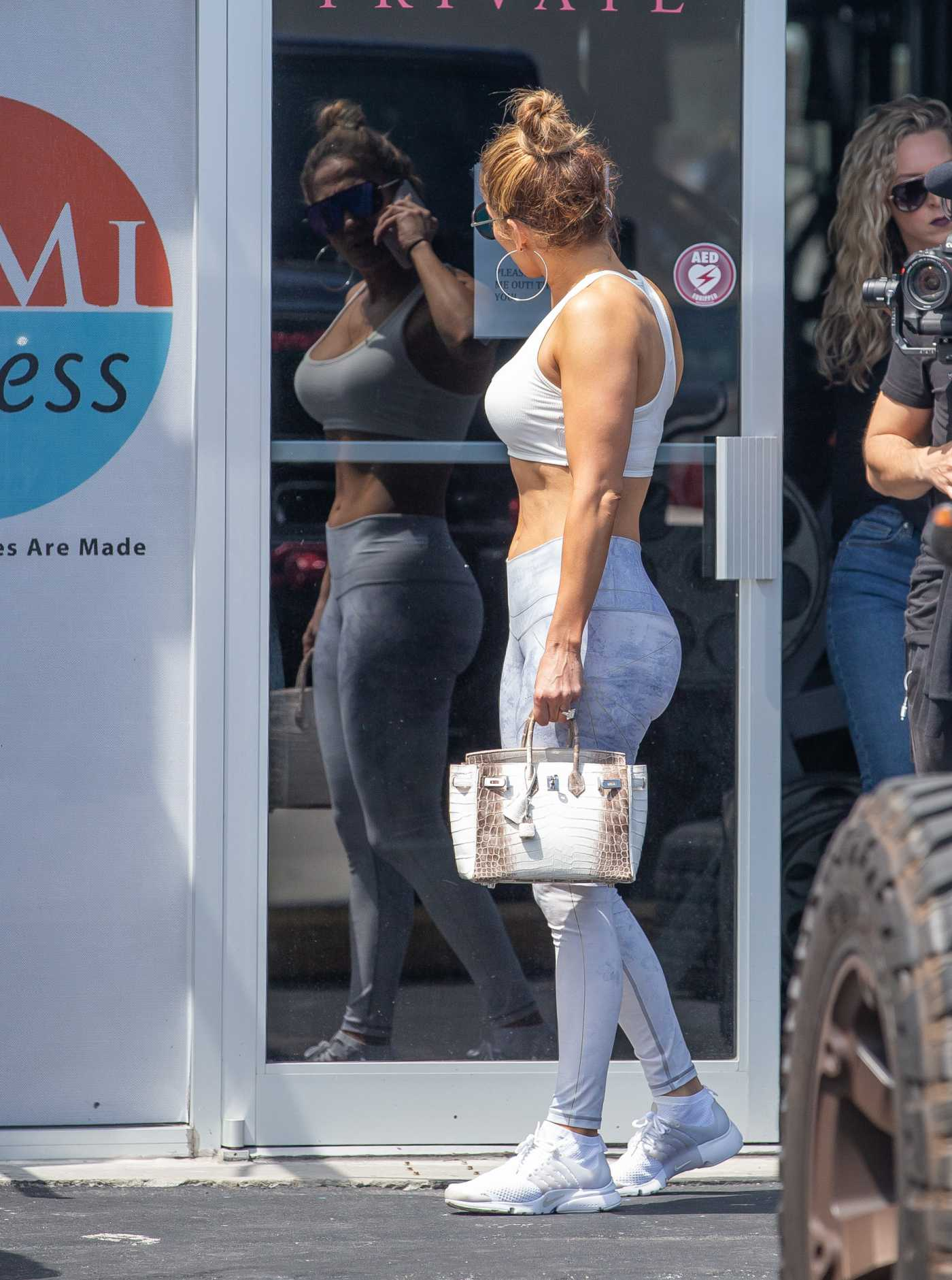 Jennifer Lopez in a Gray Leggings Leaves the Gym in Miami 04/19/2019