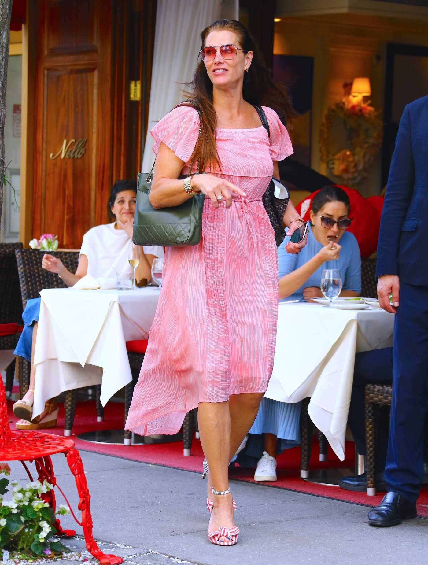 Brooke Shields in a Pink Dress Arrives at Nello Restaurant in New York City 05/24/2019