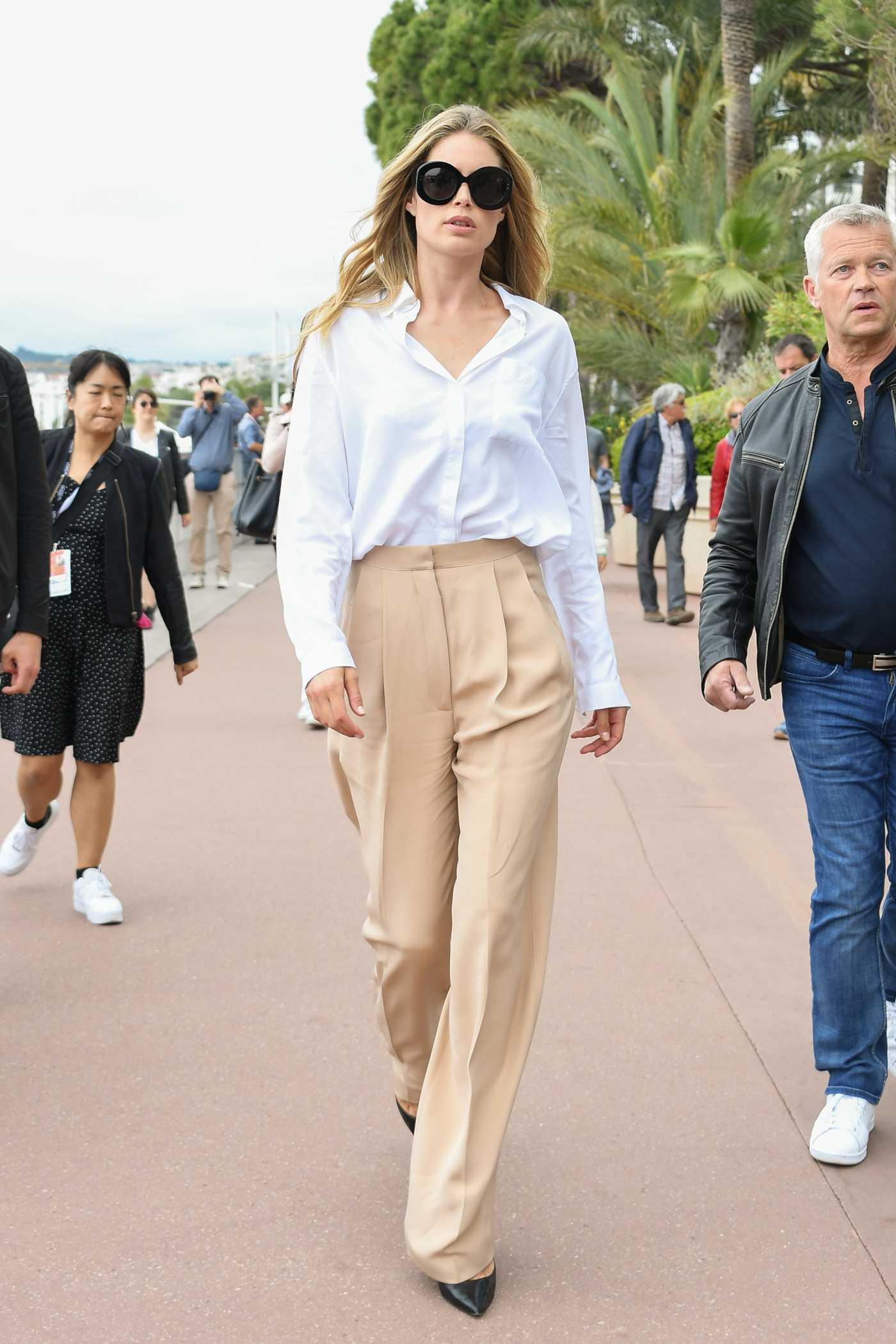 Doutzen Kroes in a Beige Pants Was Seen Out in Cannes 05/20/2019