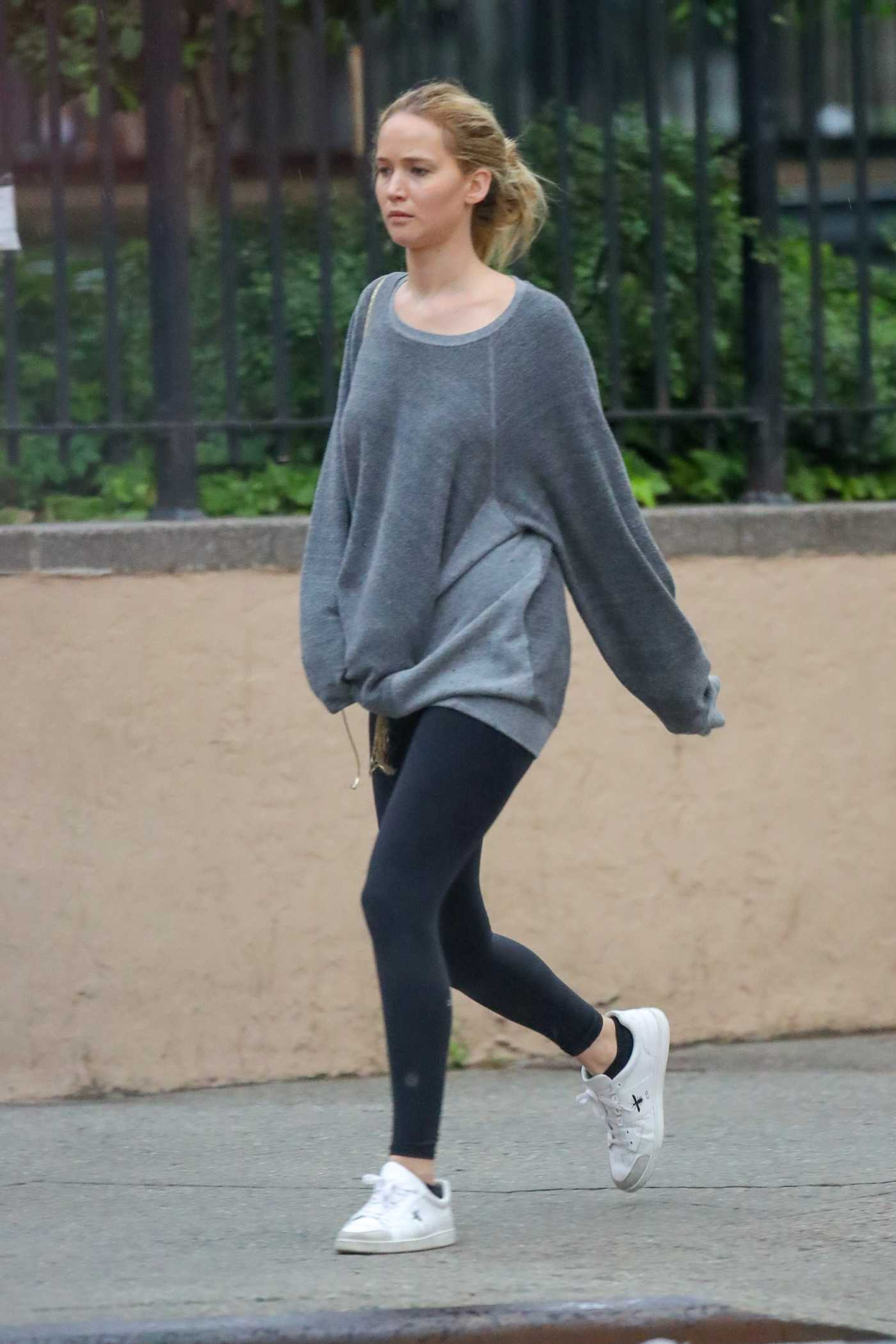 Jennifer Lawrence in a Gray Sweatshirt Was Seen Out in New York City 05/23/2019
