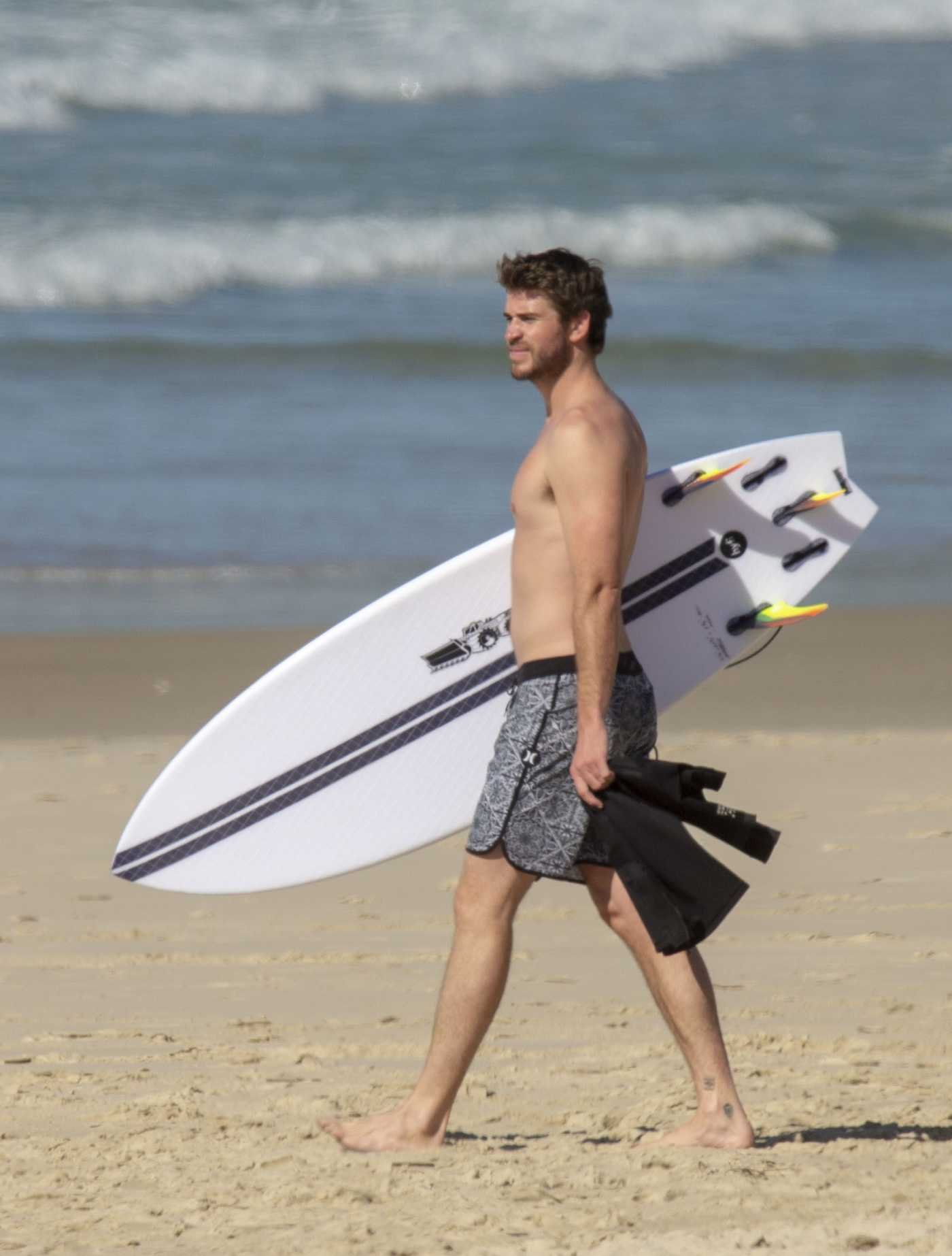 Liam Hemsworth Surfs on the Beach in Byron Bay 05/23/2019
