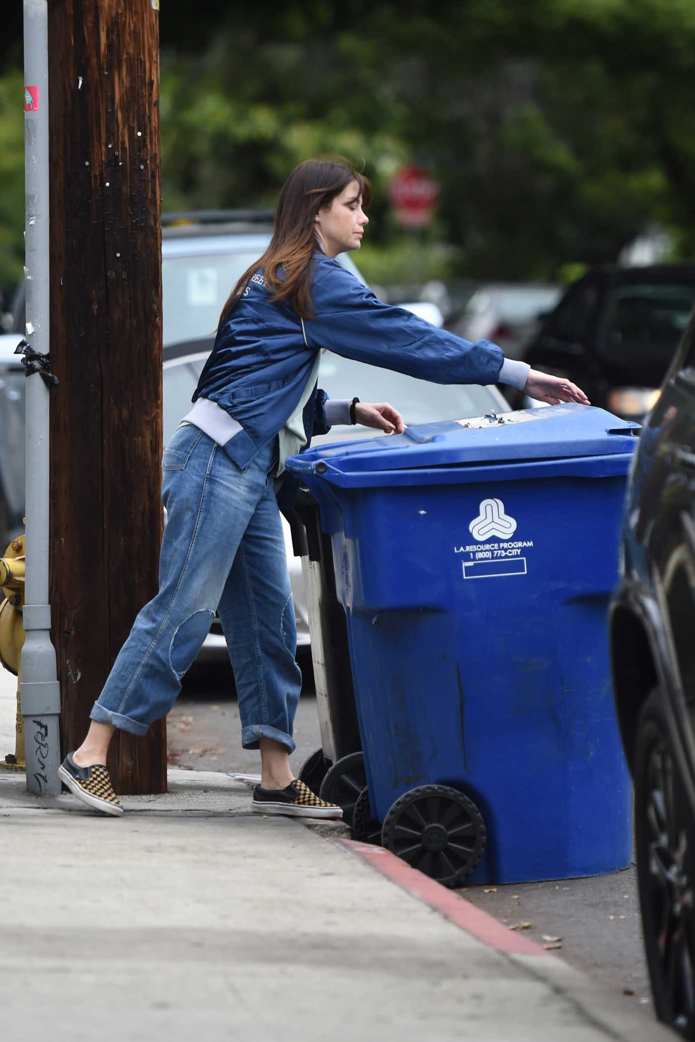 Michelle Monaghan Does a Trip to the Curb with Her Garbage Bins in LA 05/10/2019