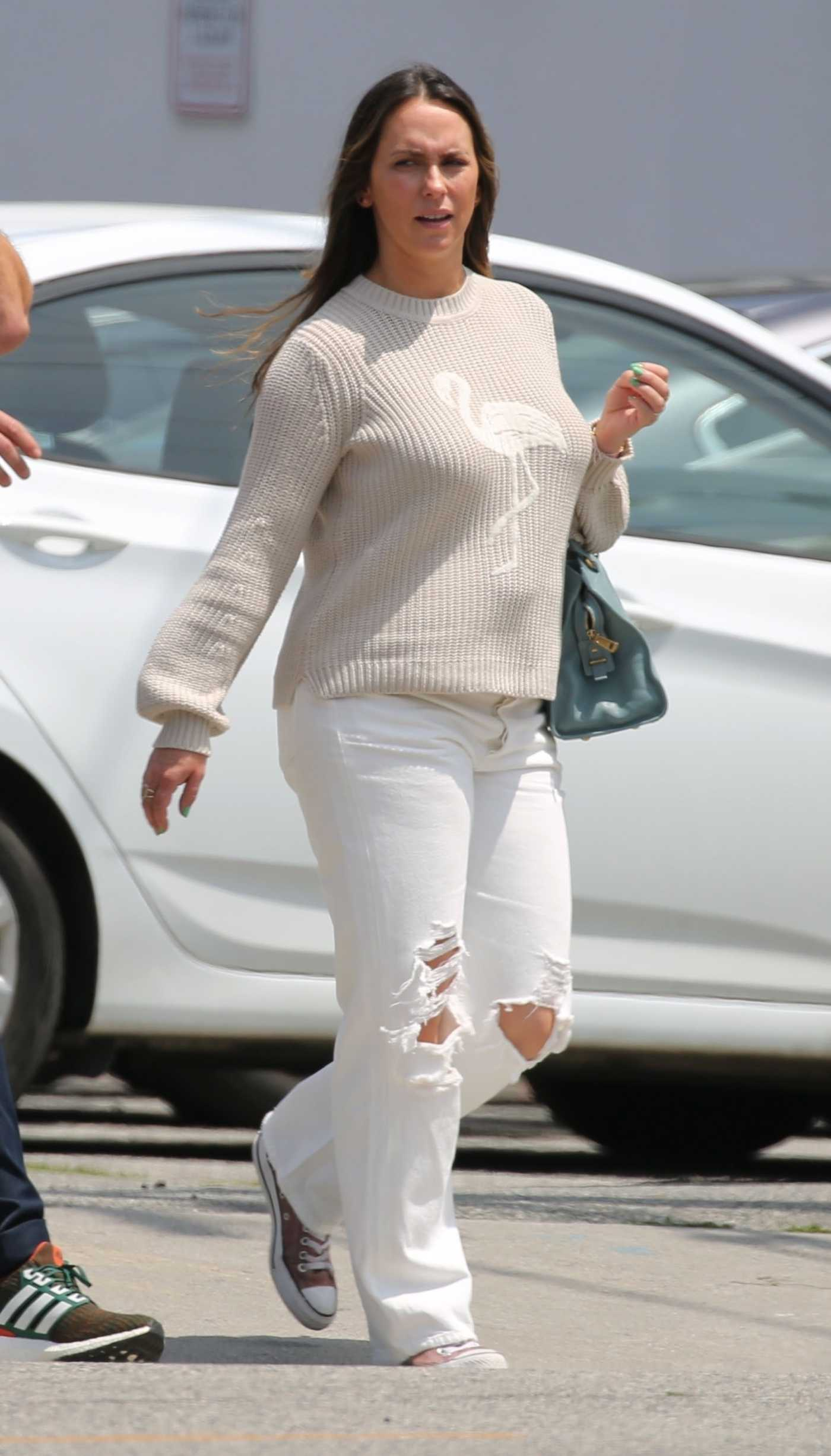 Jennifer Love Hewitt in a White Ripped Jeans Goes Shopping in Venice 05/31/2019