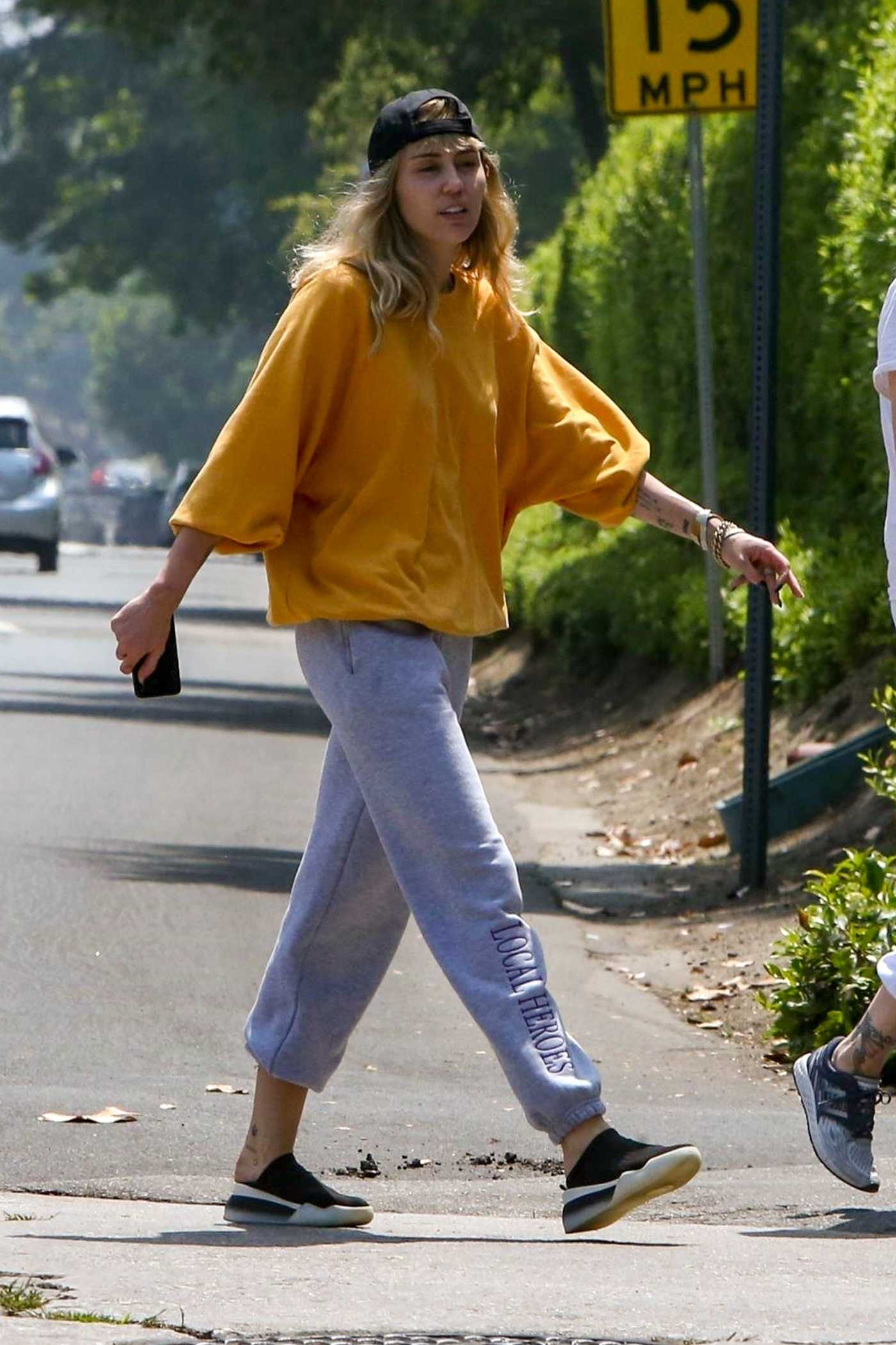Miley Cyrus in a Gray Sweatpants Was Seen Out with Her Mom in Los Angeles 06/05/2019