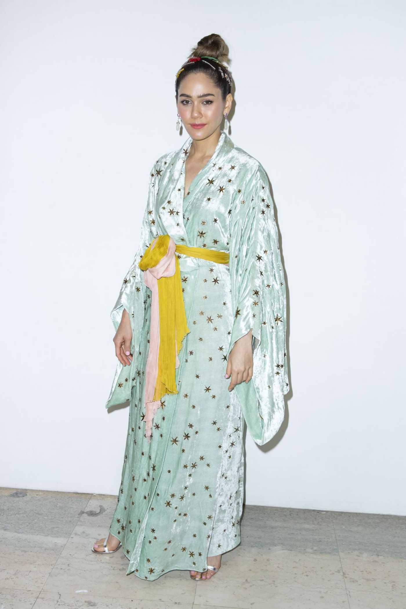 Araya Hargate Attends the Elie Saab Fashion Show During 2019 Paris Fashion Week in Paris 07/03/2019