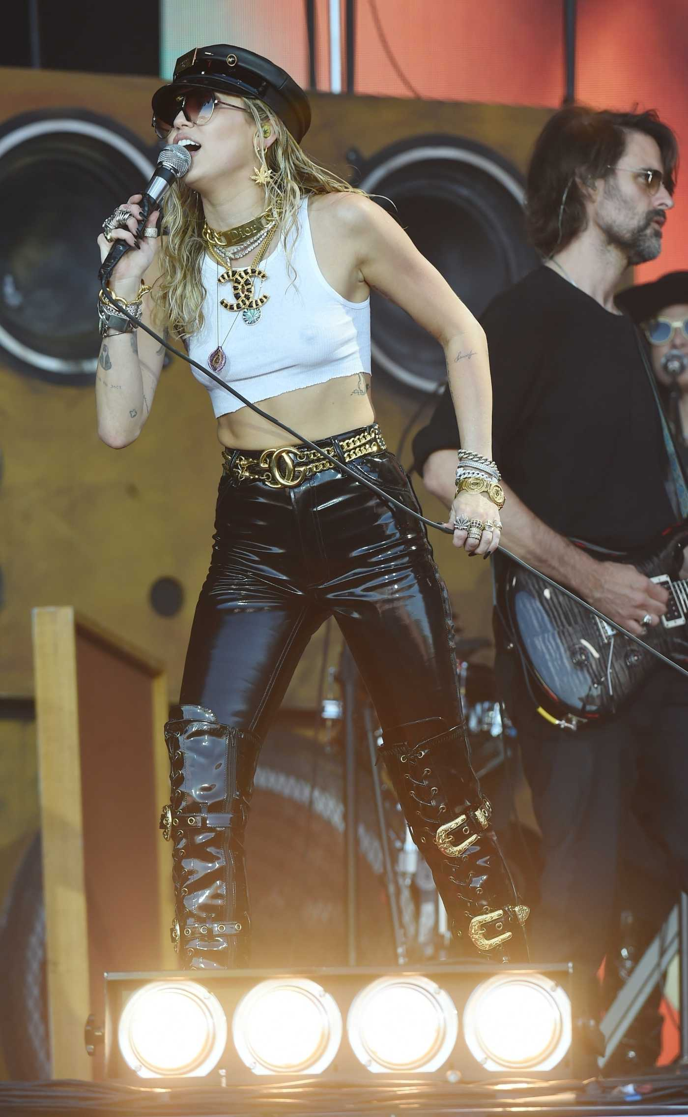 Miley Cyrus Performs on the Pyramid Stage During 2019 Glastonbury Festival in Glastonbury 06/30/2019