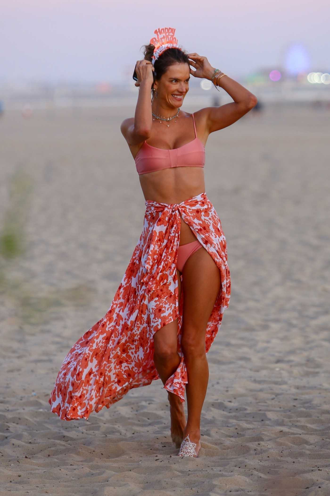 Alessandra Ambrosio in a Pink Bra Was Seen on the Beach in Santa Monica 08/24/2019