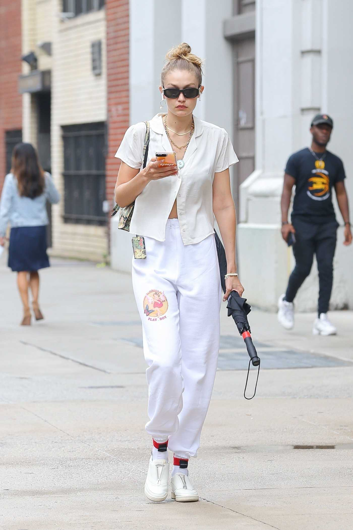 Gigi Hadid in a White Sweatpants Was Seen Out in NY 08/06/2019
