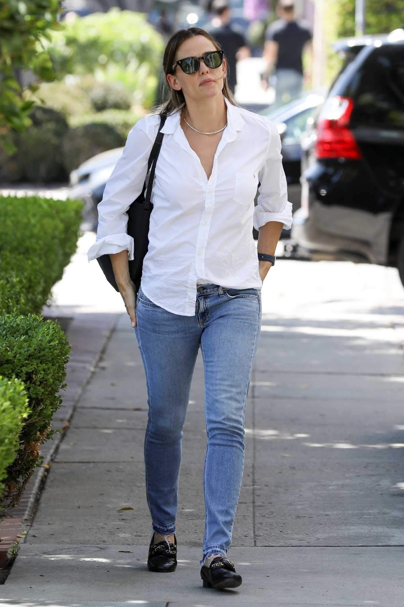 Jennifer Garner in a White Shirt Was Seen Out in Los Angeles 08/06/2019
