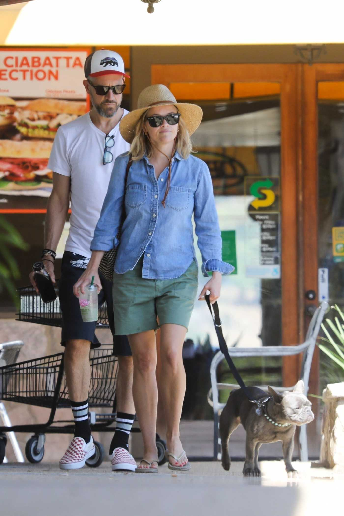 Reese Witherspoon in a Straw Hat Was Seen Out in Malibu 08/25/2019