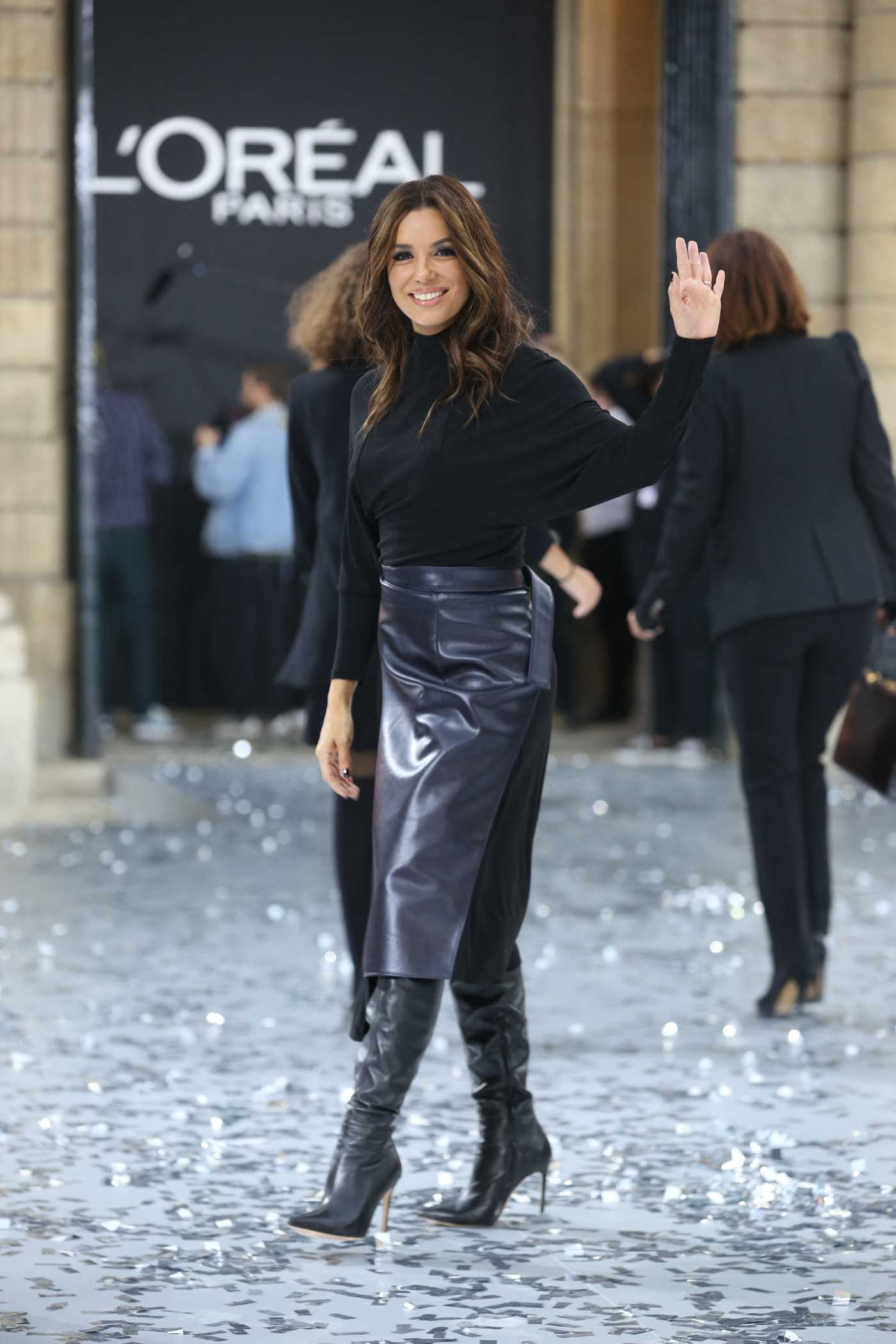 Eva Longoria Arrives at the Le Defile L'Oreal Paris Show in Paris 09/28/2019