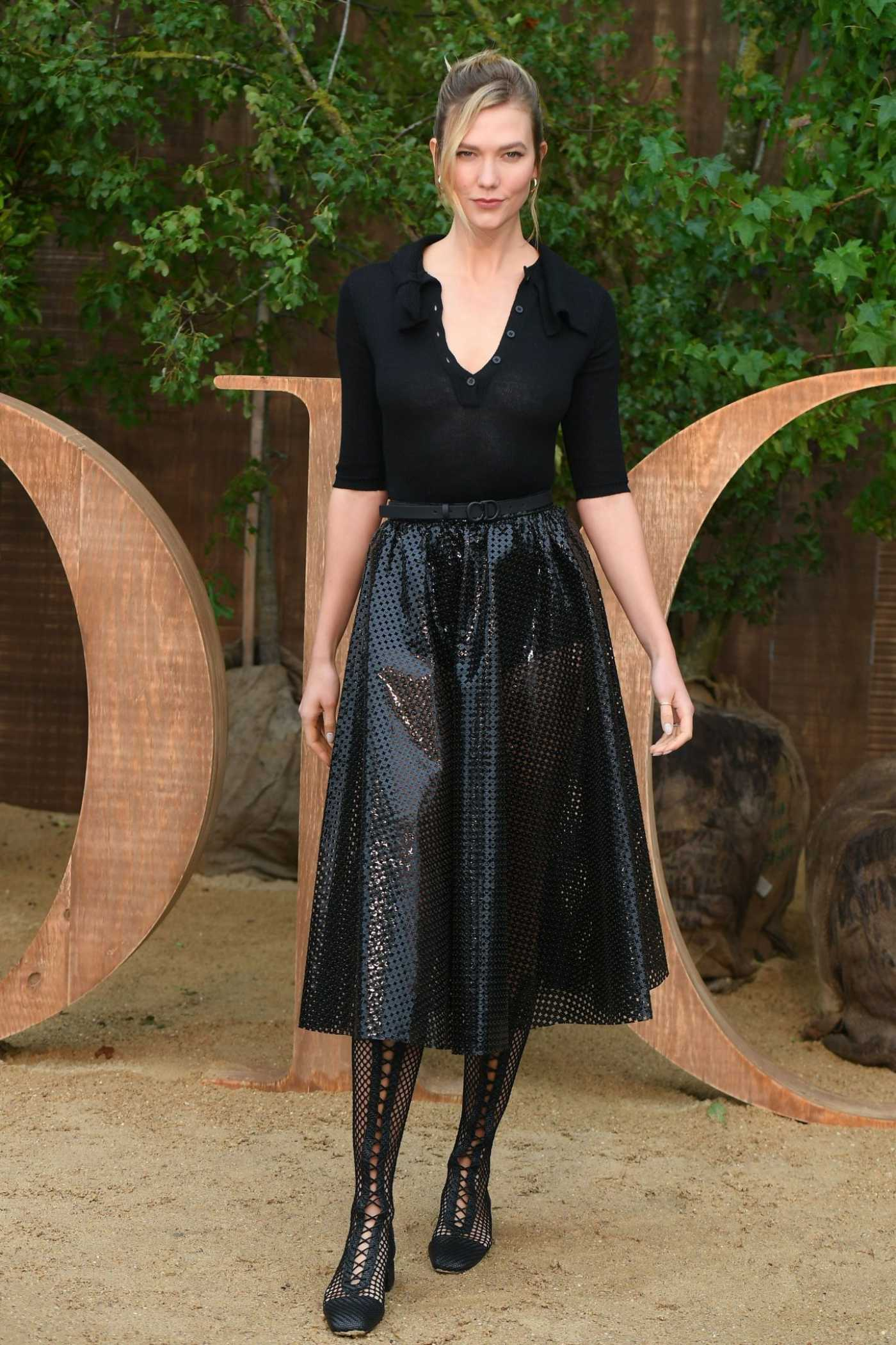 Karlie Kloss Attends the Christian Dior Fashion Show During 2019 Paris Fashion Week in Paris 09/24/2019