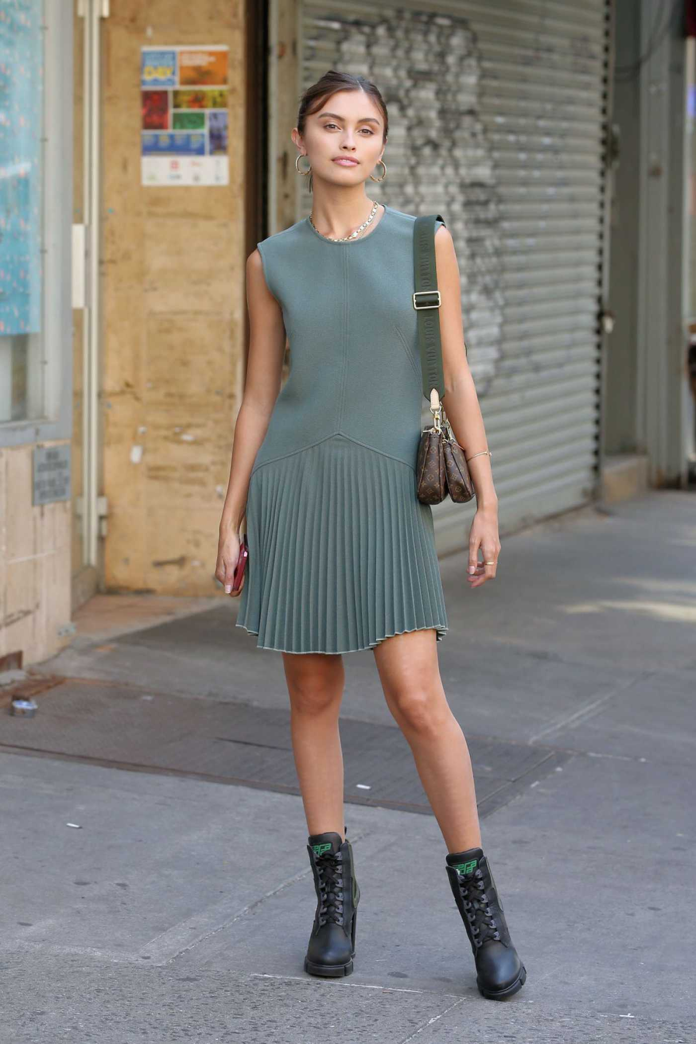 Sarah Ellen in a Gray Dress Was Seen Out in New York 09/11/2019