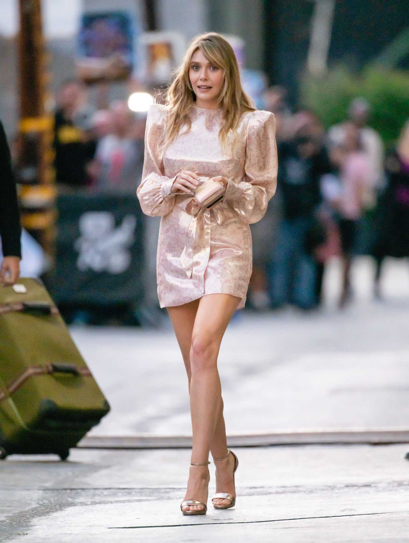Elizabeth Olsen in a Pink Dress Leaves Jimmy Kimmel Live! in Hollywood 10/01/2019