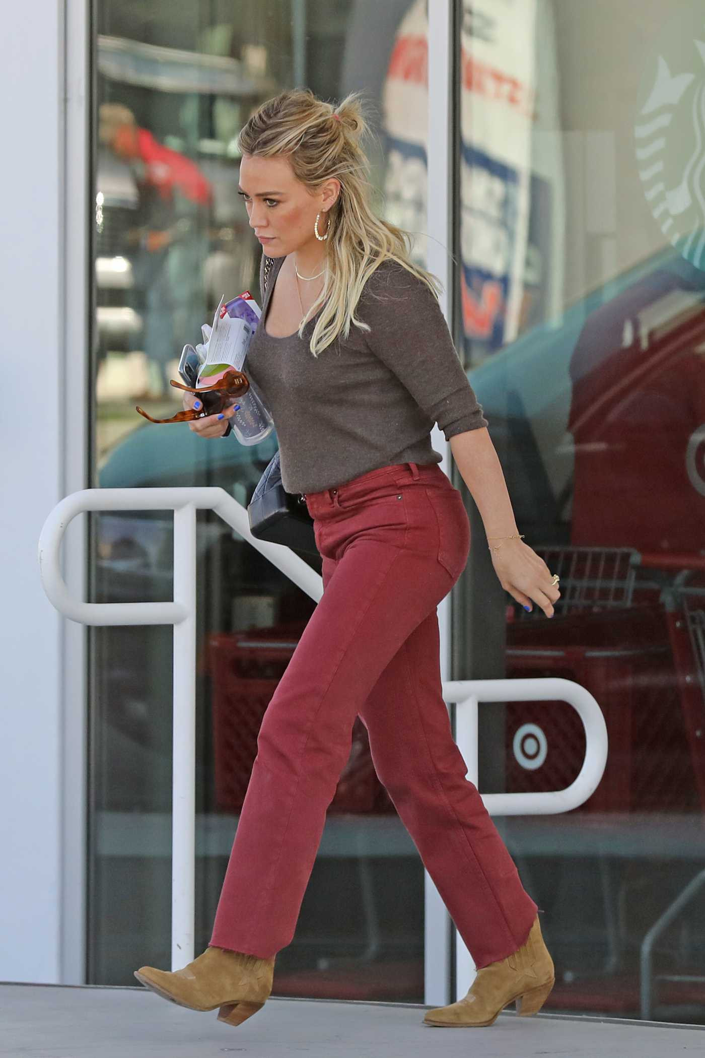Hilary Duff in a Red Pants Was Seen Out in Los Angeles 10/05/2019