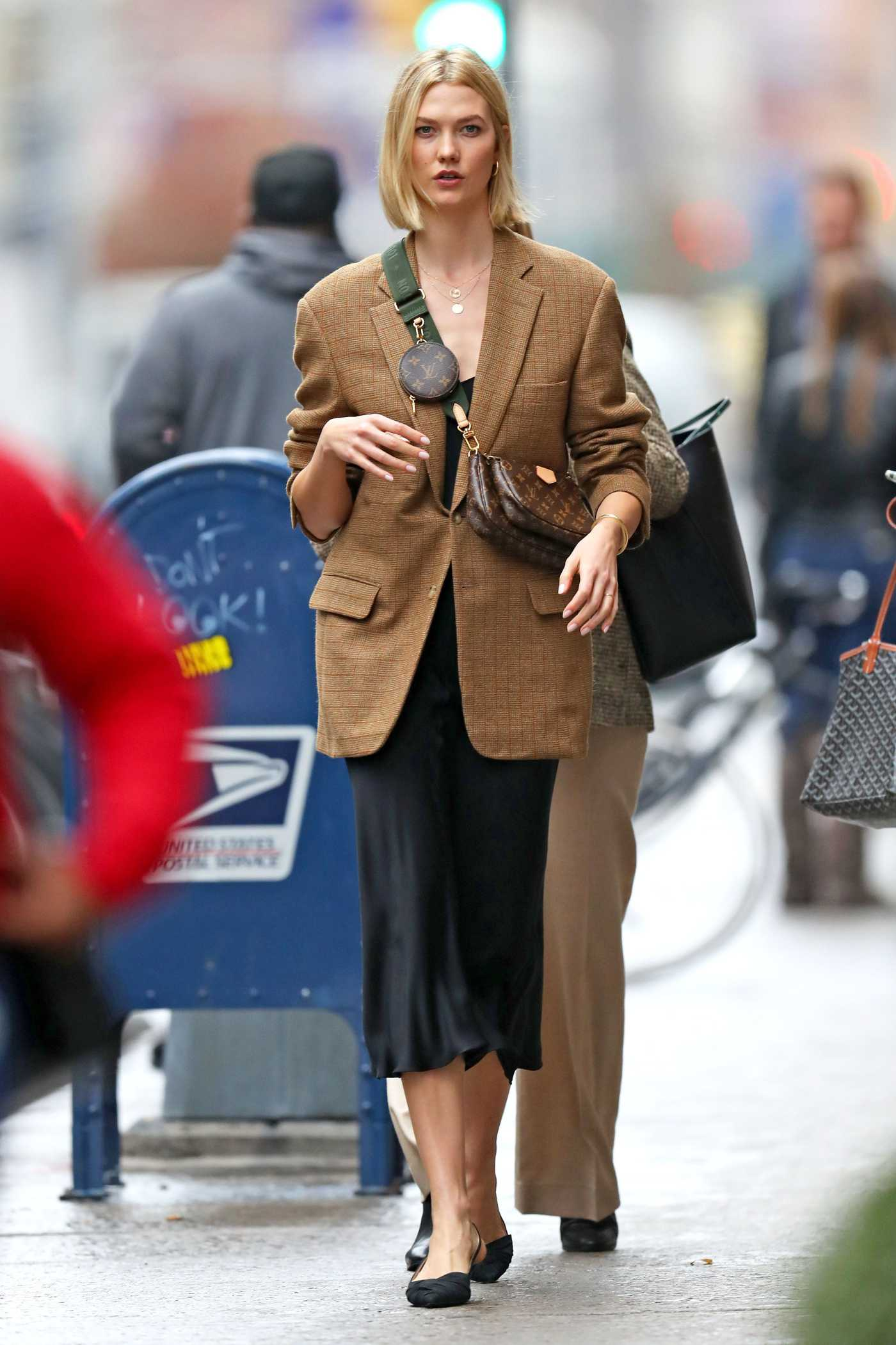 Karlie Kloss in a Beuge Blazer Was Seen Out in NY 10/30/2019