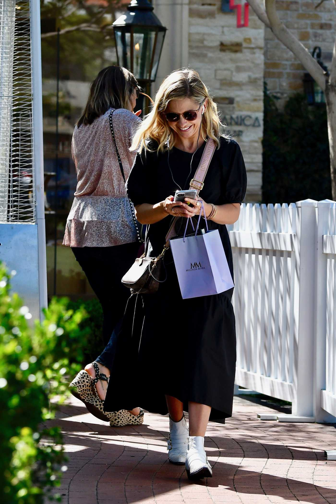 Sarah Michelle Gellar in a Black Dress Was Seen Out in Los Angeles 10/09/2019