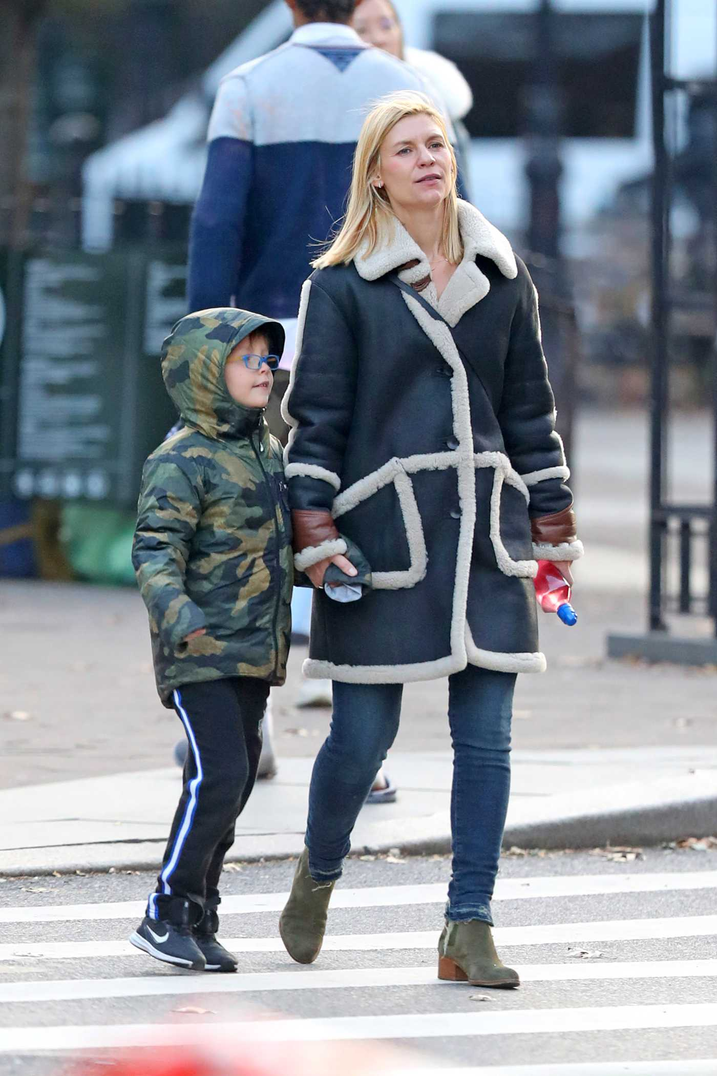 Claire Danes in a Black Sheepskin Coat Was Seen Out in NYC 11/29/2019