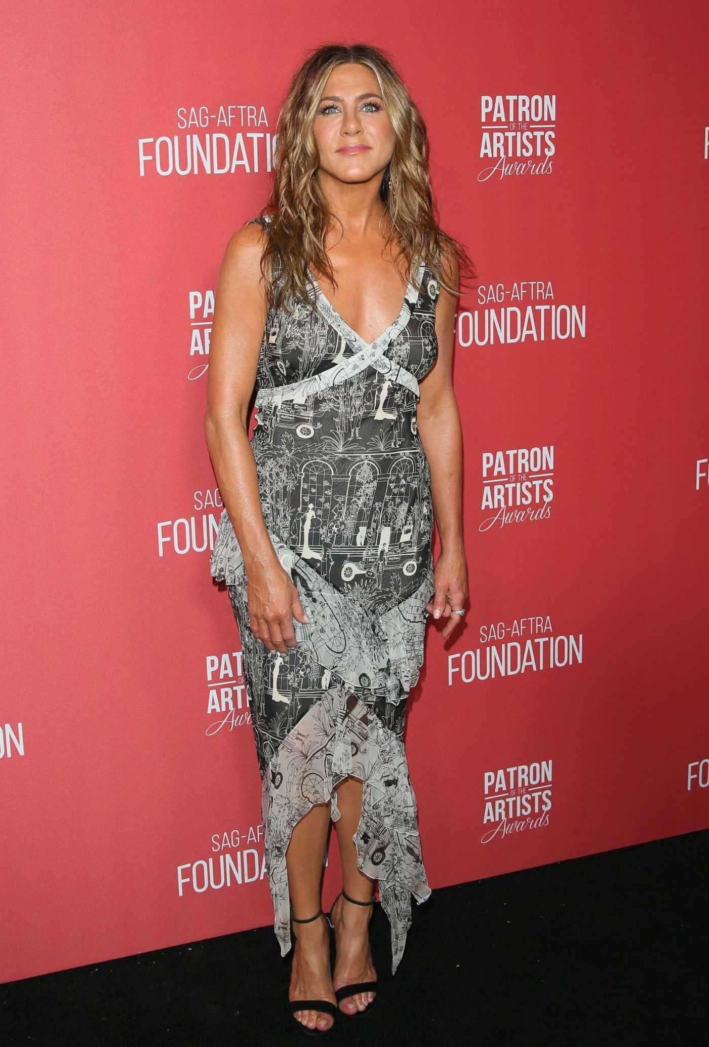 Jennifer Aniston Attends the 4th Annual Patron of the Artists Awards in Los Angeles 11/07/2019