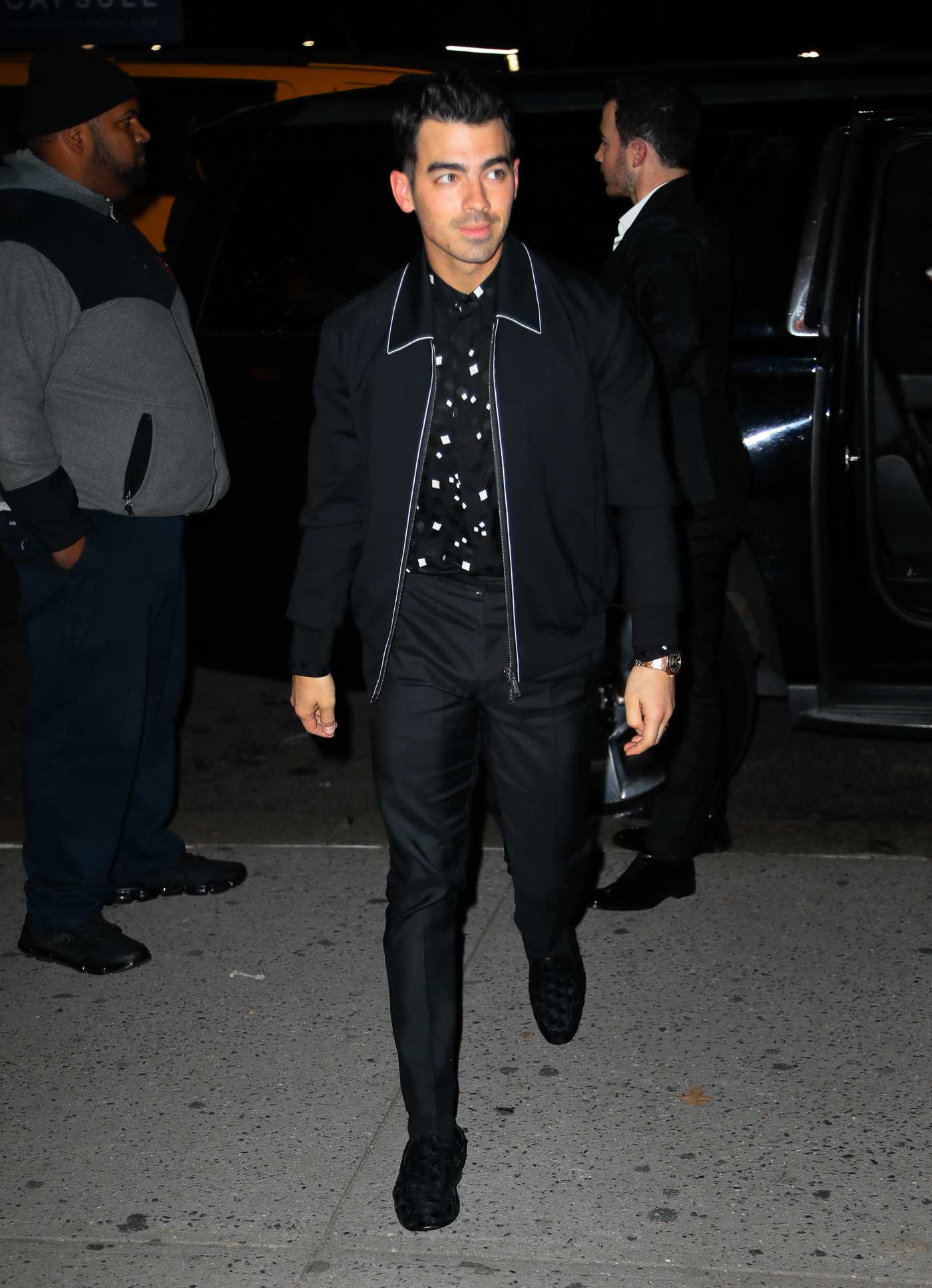 Joe Jonas in a Black Jacket Was Seen Out in New York 11/21/2019