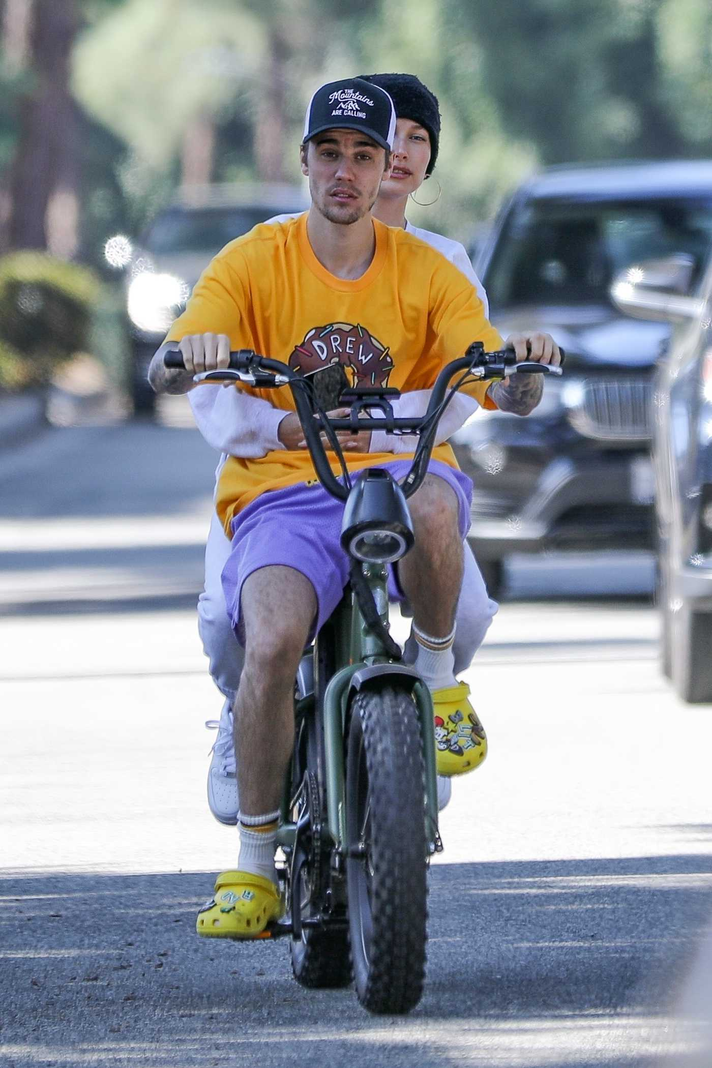 Justin Bieber Out for a Morning Ride with Hailey Bieber in Beverly Hills 11/16/2019