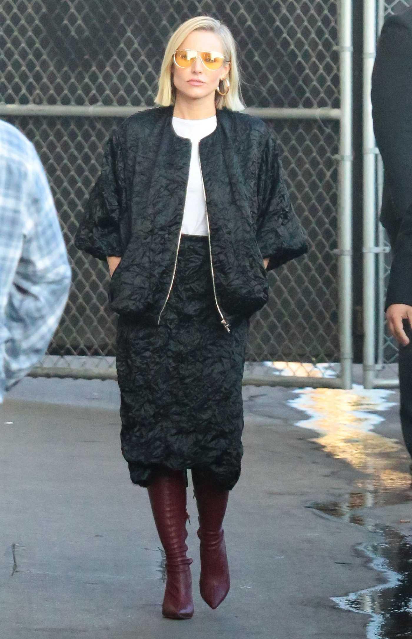 Kristen Bell in a Black Suit Arrives at Jimmy Kimmel Live in Los Angeles 11/07/2019