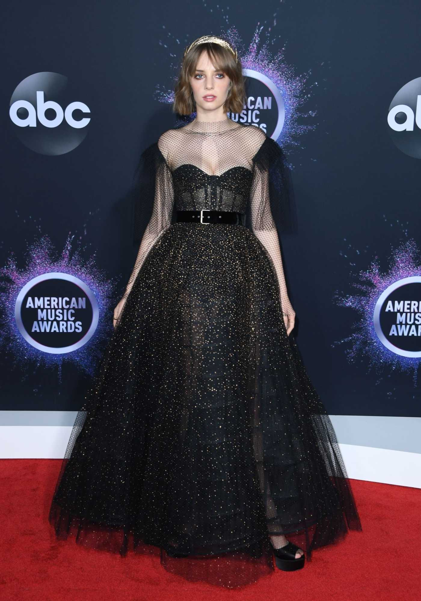 Maya Hawke Attends the 2019 American Music Awards at Microsoft Theater in Los Angeles 11/24/2019