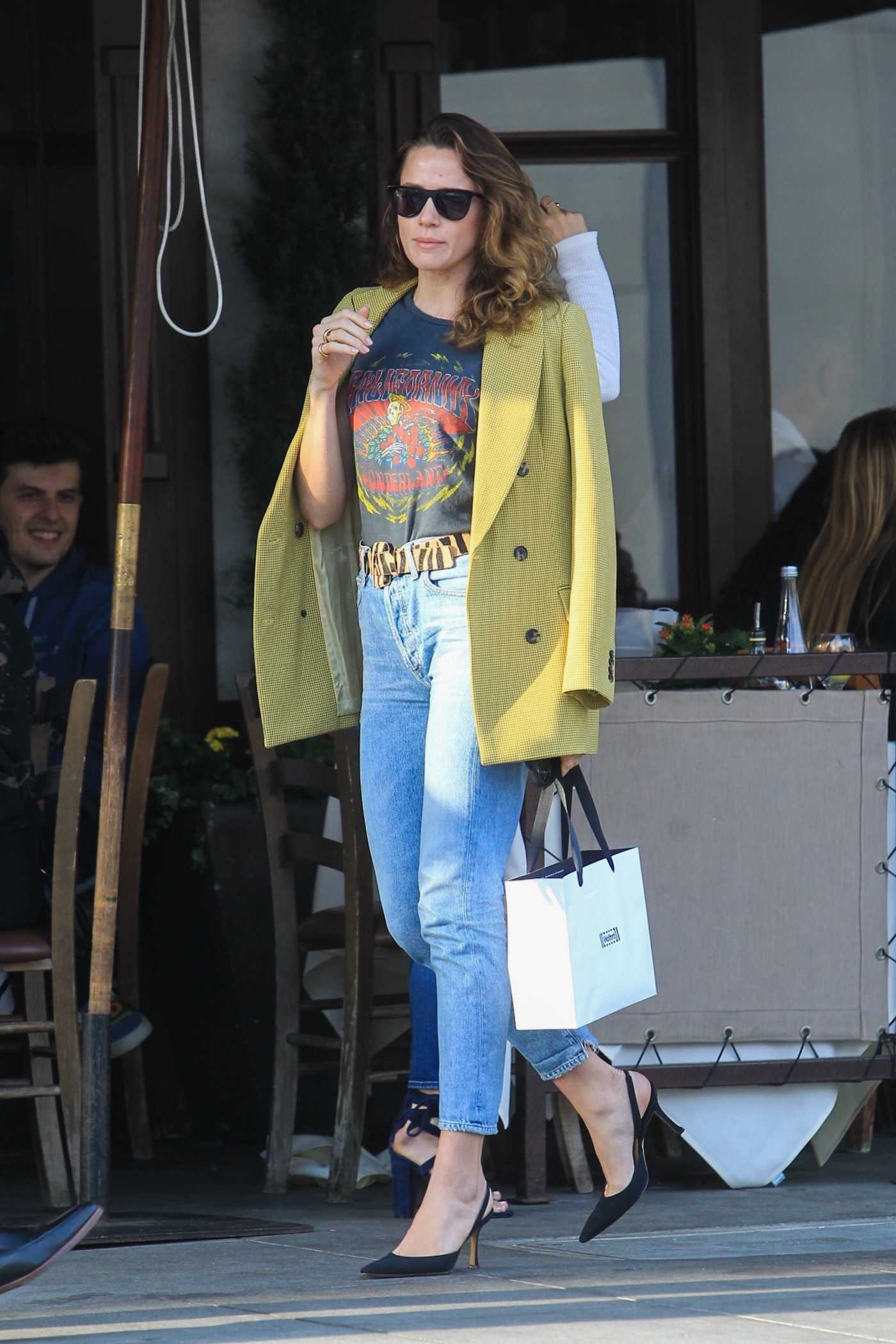 Shantel VanSanten in a Yellow Blazer Grabs Lunch in Beverly Hills 11/13/2019