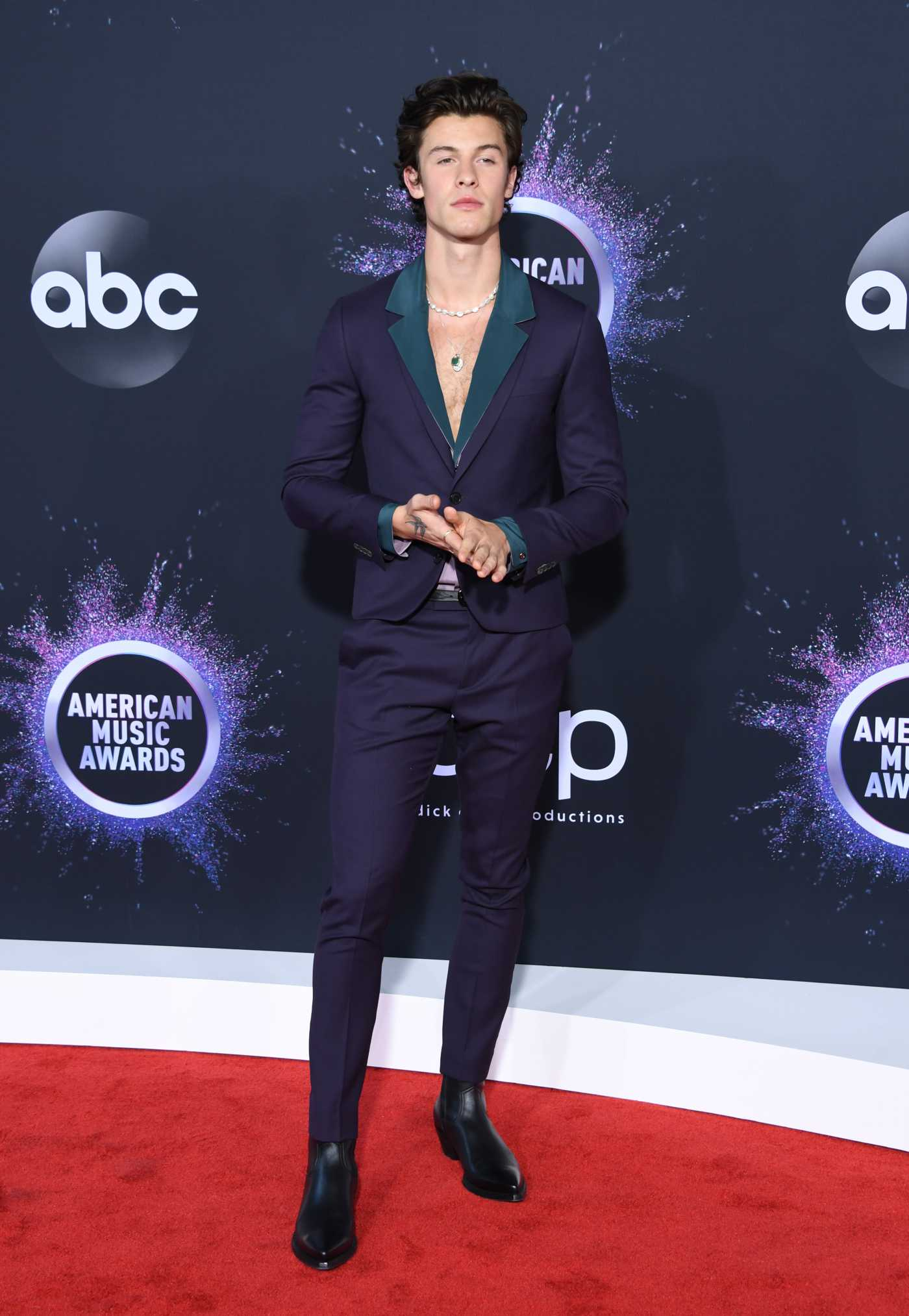 Shawn Mendes Attends the 2019 American Music Awards at Microsoft Theater in Los Angeles 11/24/2019