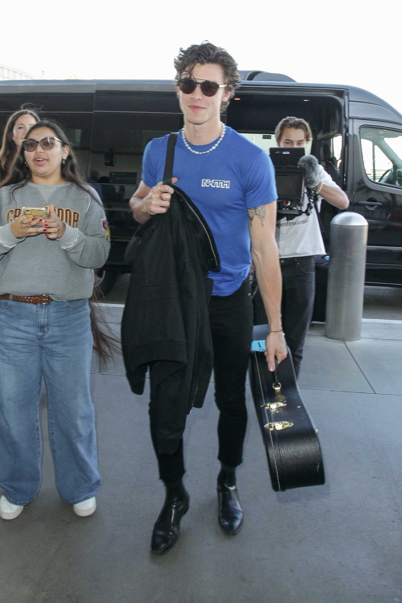 Shawn Mendes in a Blue Tee Arrives at LAX Airport in Los Angeles 11/26/2019