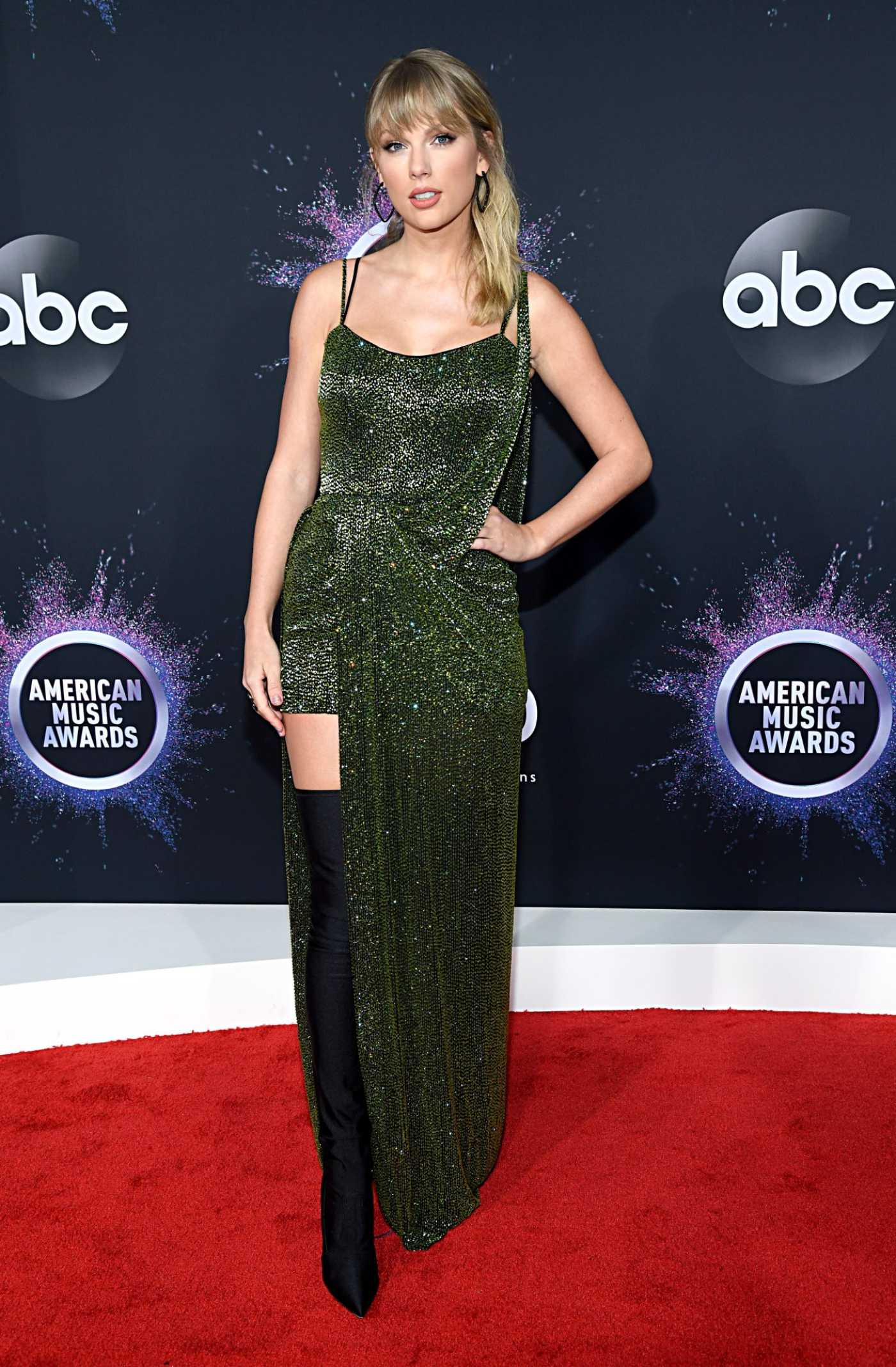 Taylor Swift Attends the 2019 American Music Awards at Microsoft Theater in Los Angeles 11/24/2019