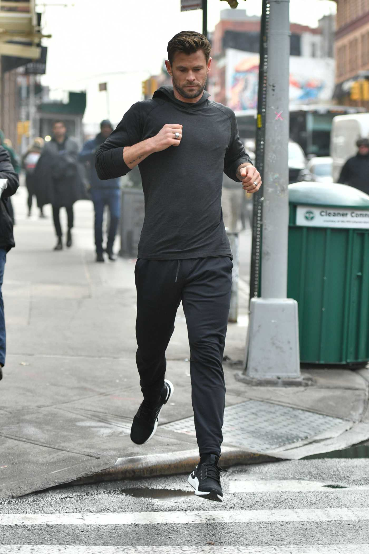 Chris Hemsworth Was Spotted on the Set of a Commercial in New York 12/06/2019