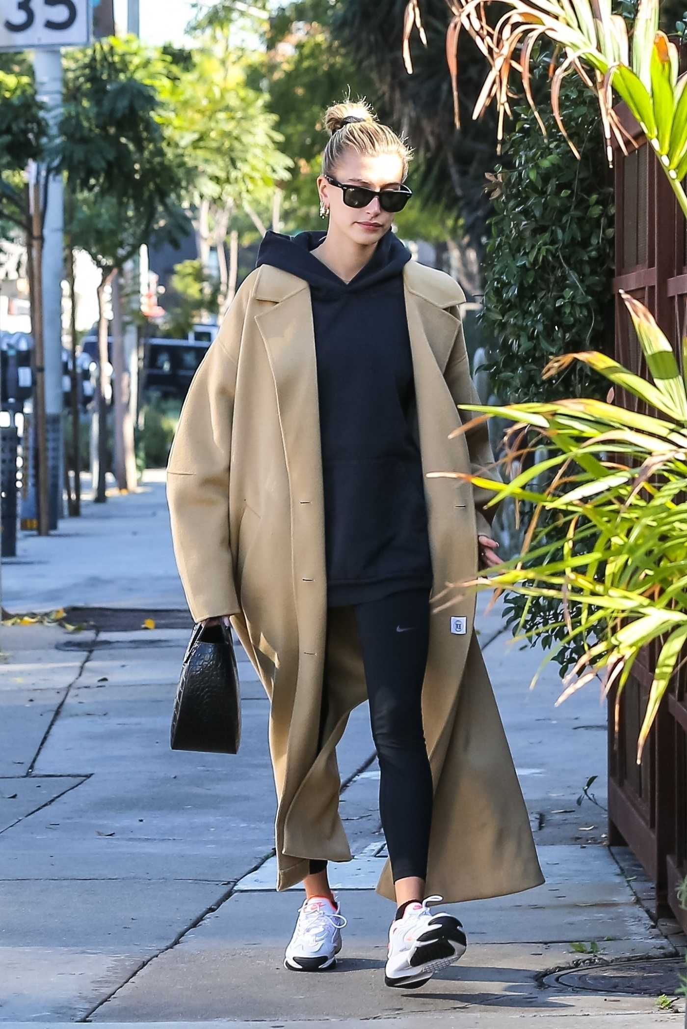 Hailey Baldwin in a Beige Coat Was Seen Out in Beverly Hills 12/09/2019