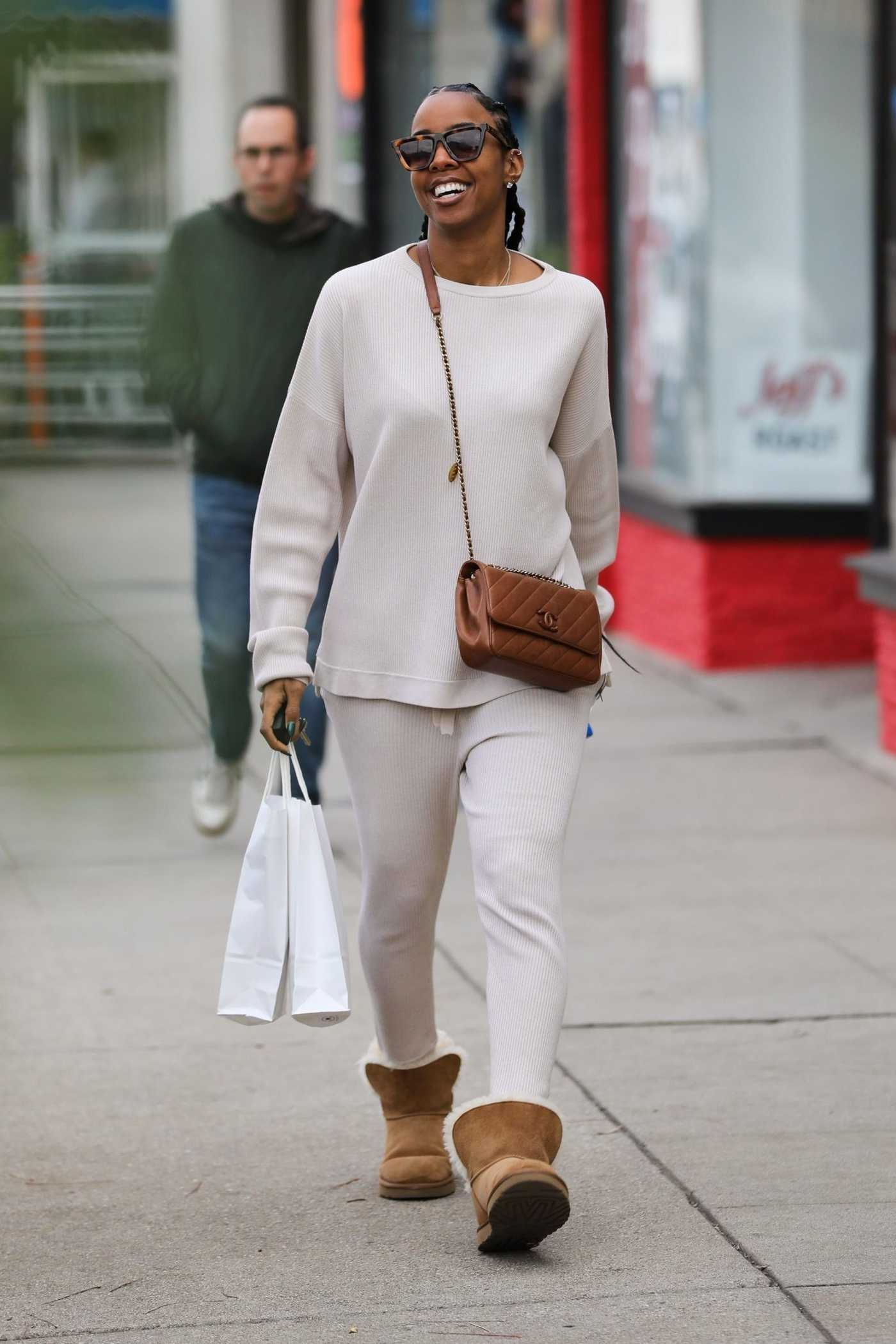 Kelly Rowland in a Beige Jogging Suit Was Seen Out in Los Angeles 12/29/2019