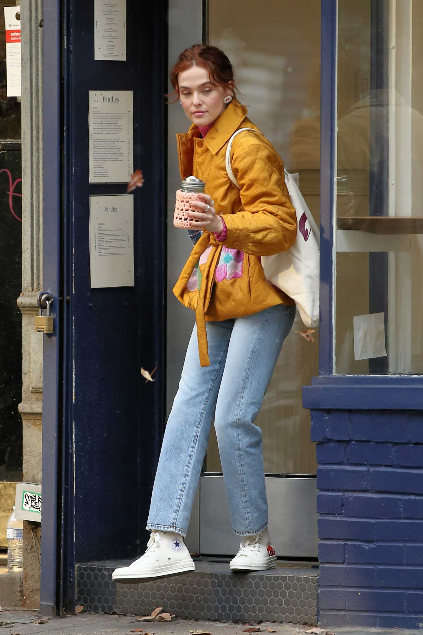 Zoey Deutch in a Yellow Jacket Leaves a Coffee Shop in New York City 12/16/2019