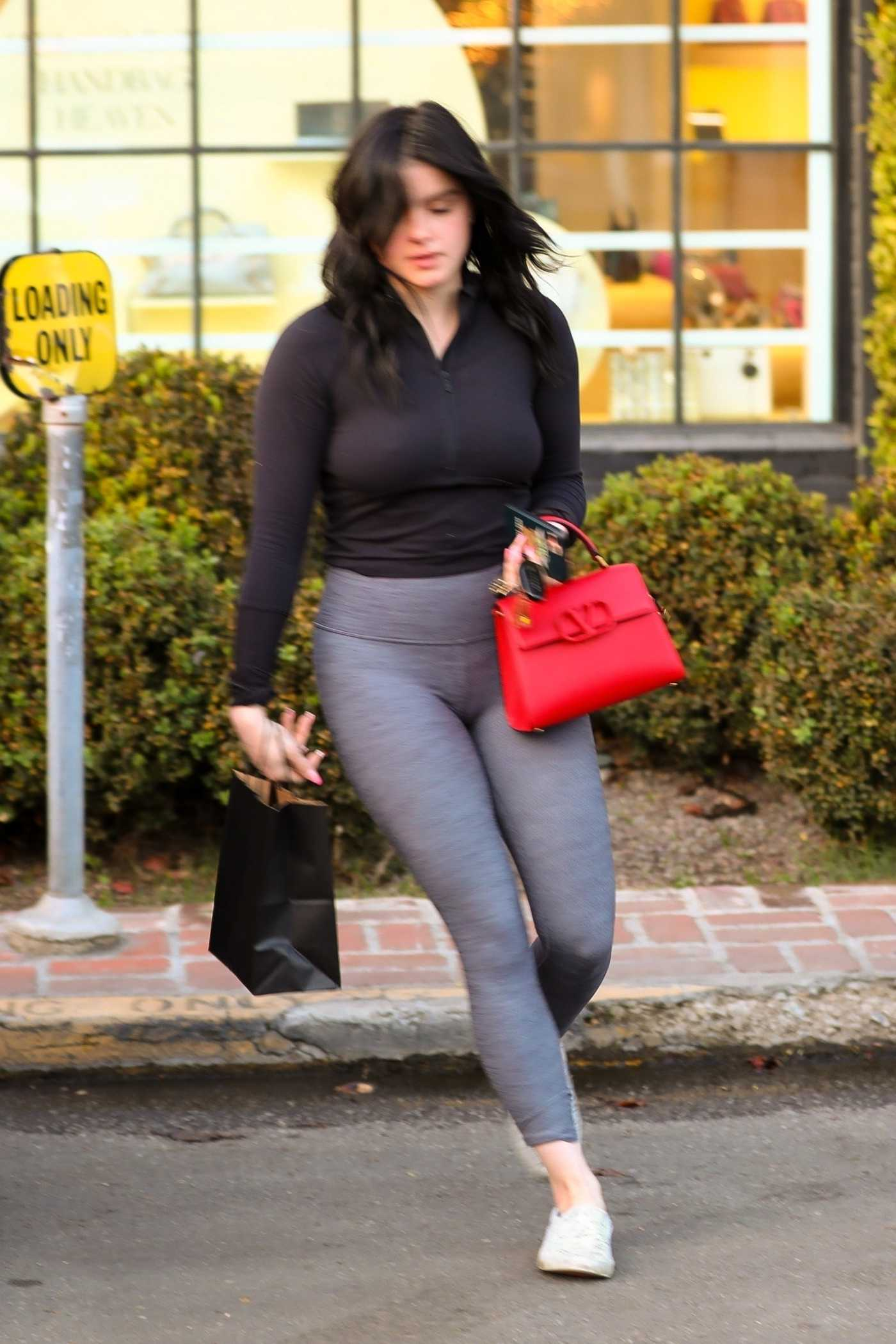 Ariel Winter in a Gray Leggings Leaves Nine Zero One Salon in West Hollywood 01/14/2020