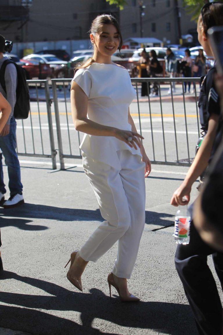 Hailee Steinfeld in a White Pants