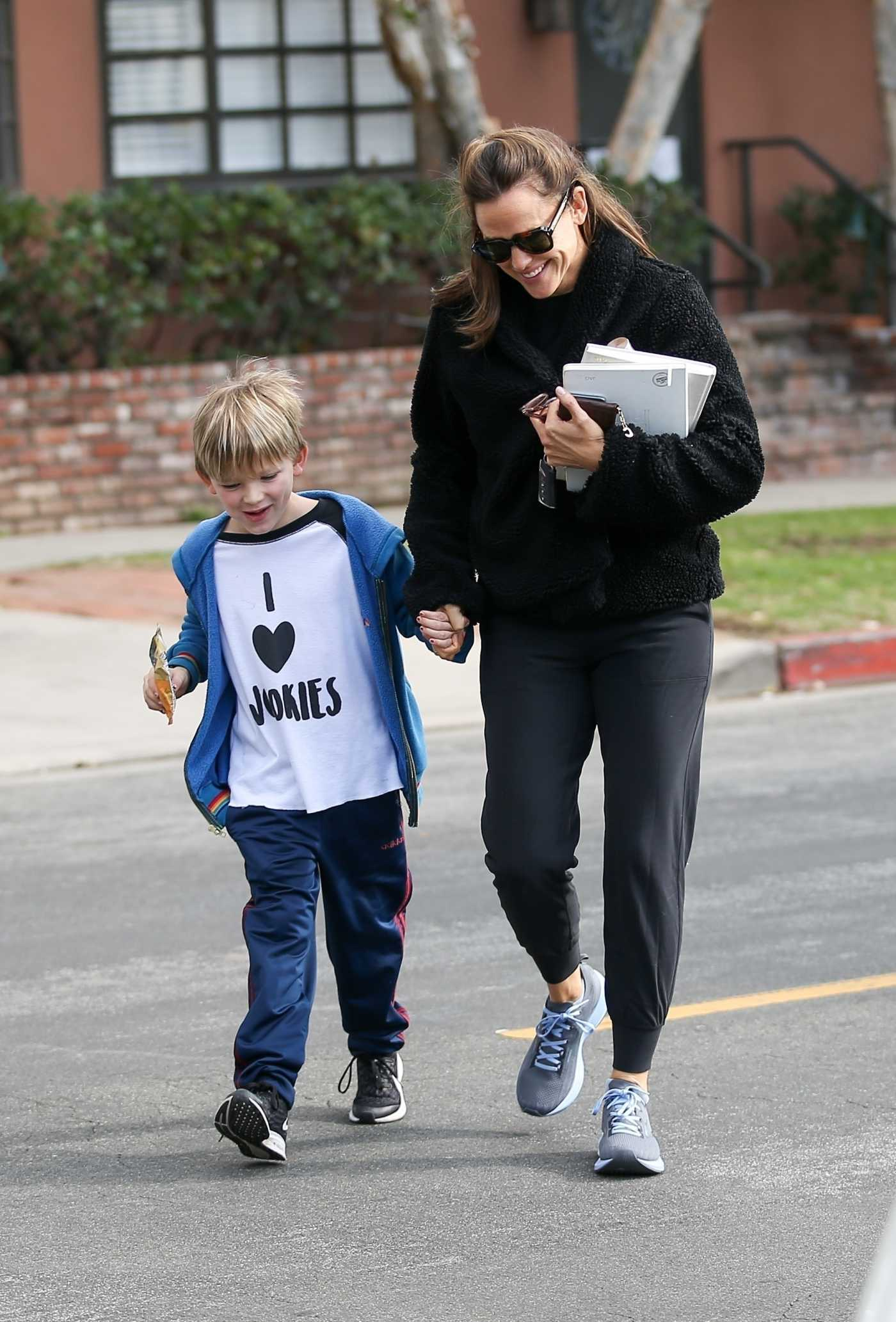 Jennifer Garner in a Gray Sneakers Was Seen Out with Her Son Samuel in Santa Monica 01/11/2020