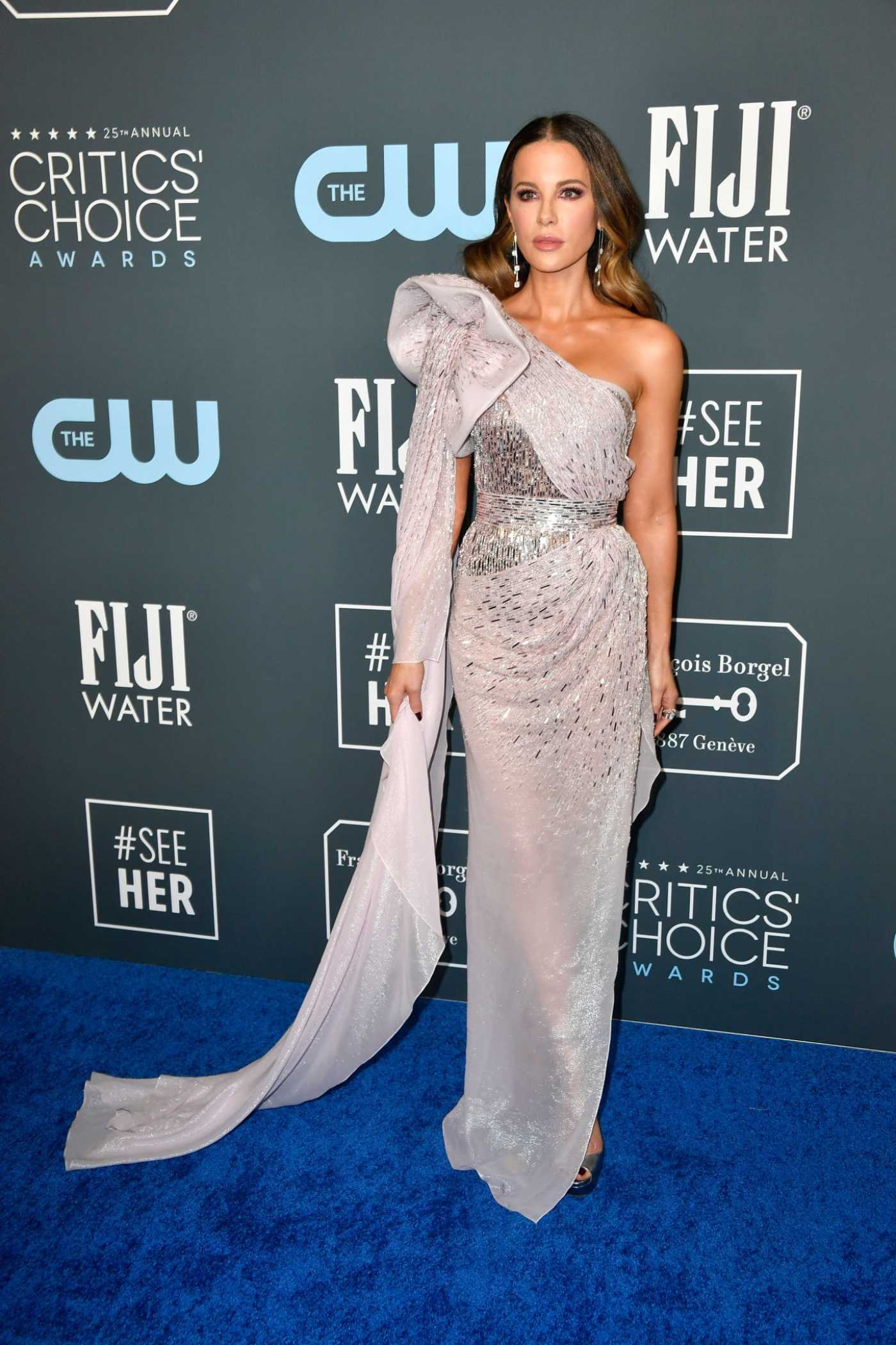 Kate Beckinsale Attends the 25th Annual Critics Choice Awards in Santa Monica 01/12/2020